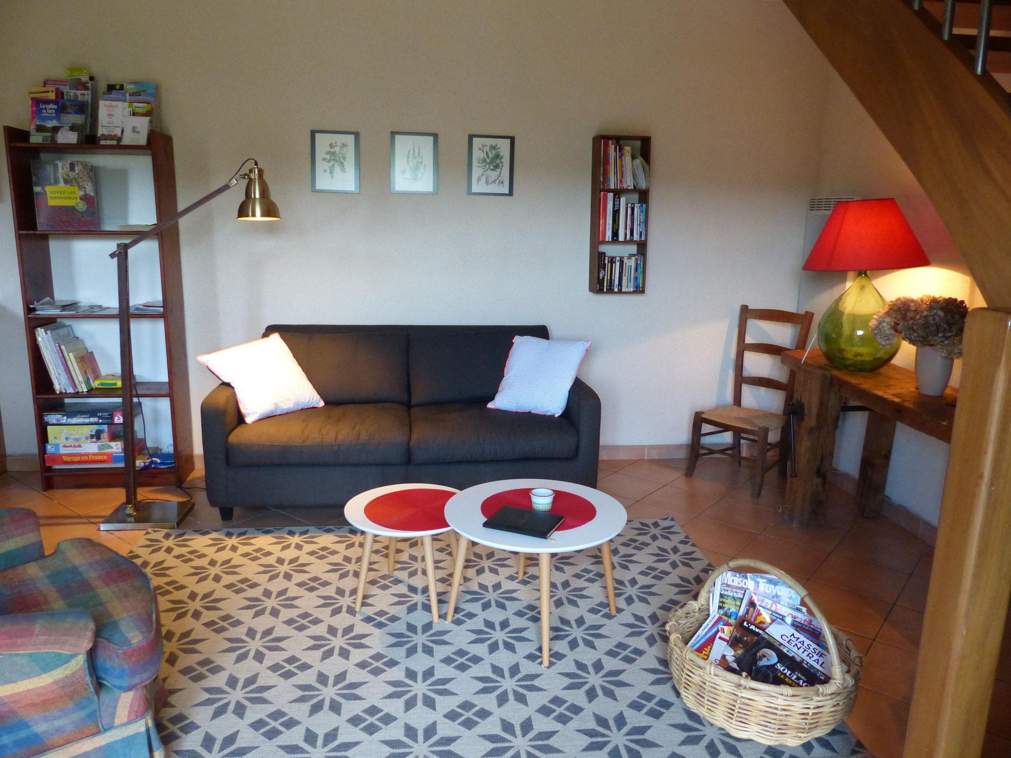 Gite la Borie à Plaisance en Aveyron : vue du salon