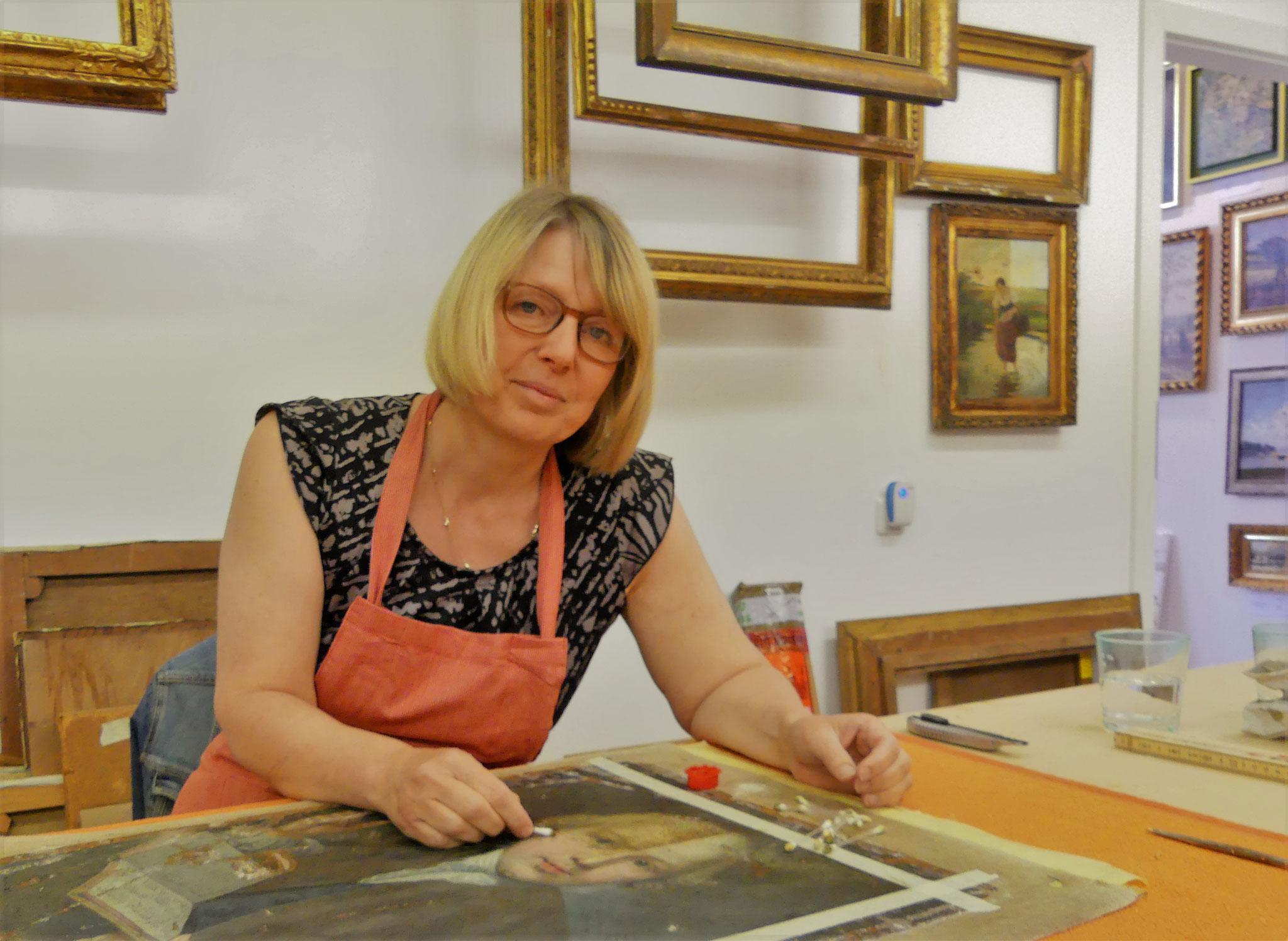 Vergolderin und Restauratorin Anja Osenberg