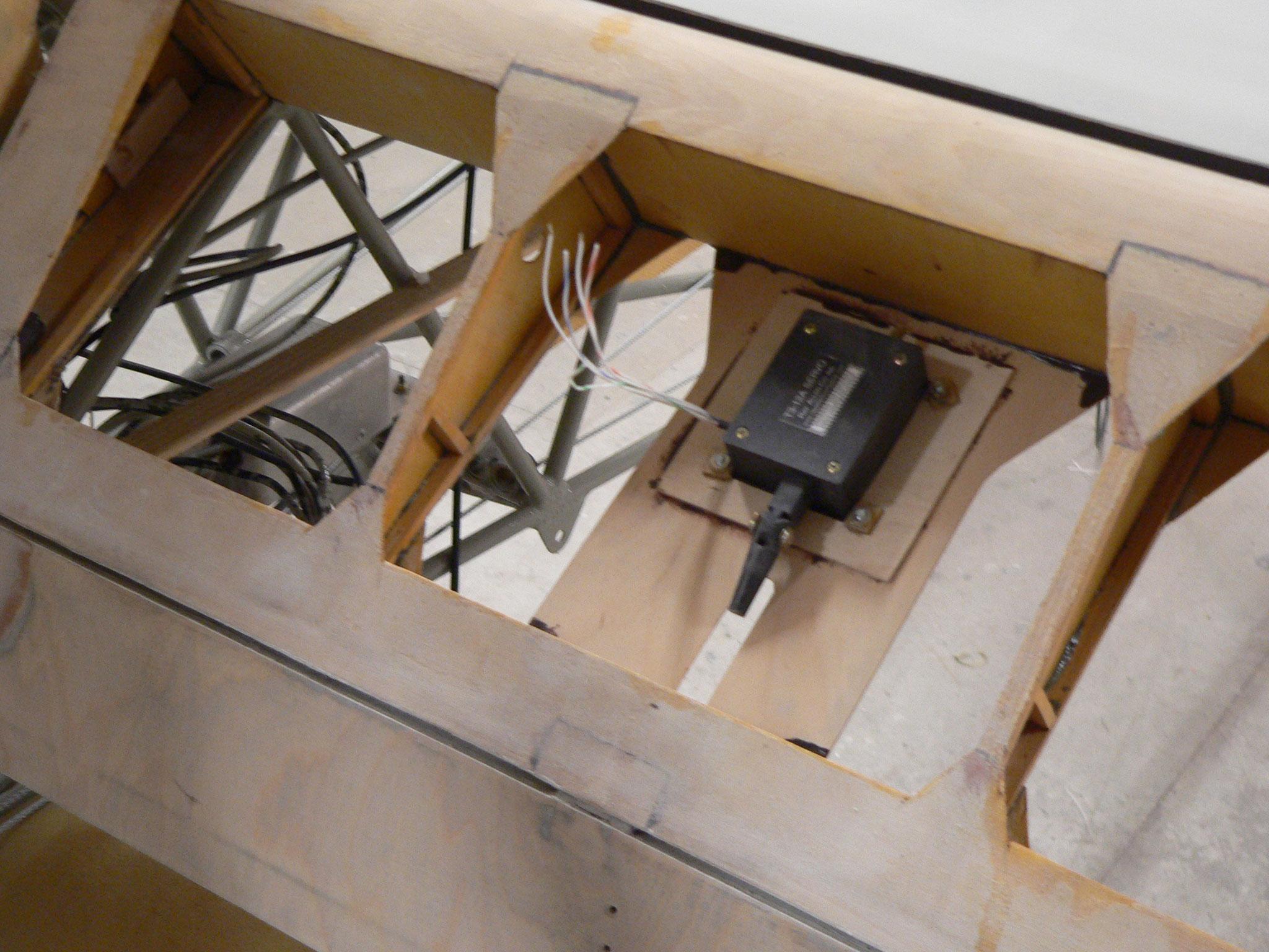 Servomotor der elektrischen Trimmung im Höhenruder