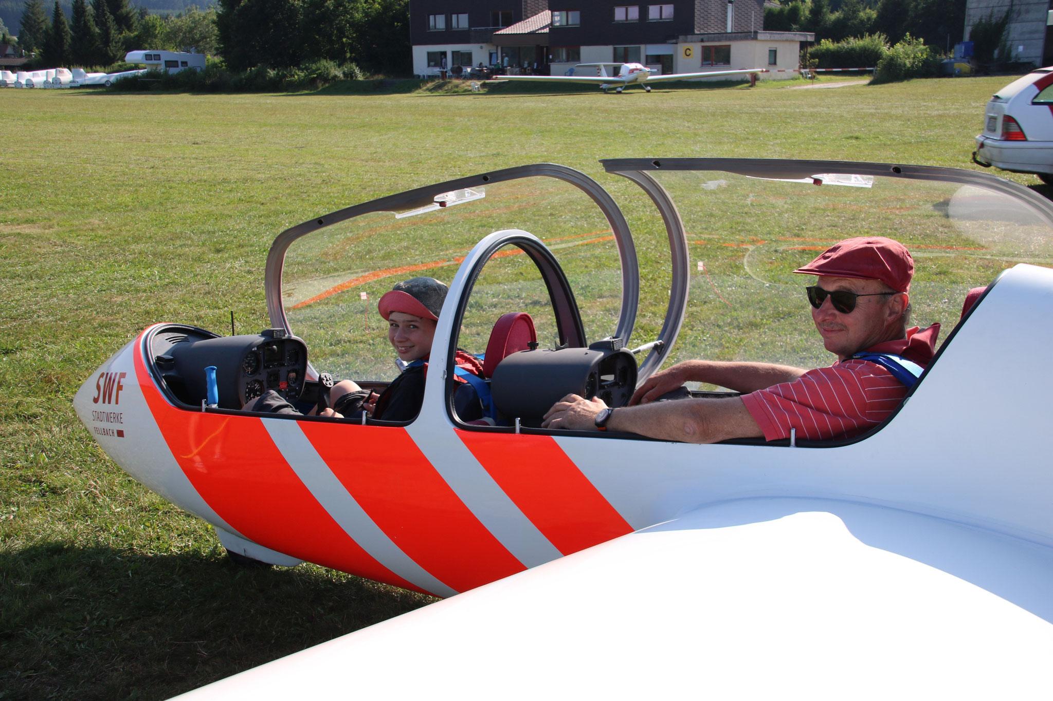 Schulung im Twin3 mit Fluglehrer Jürgen