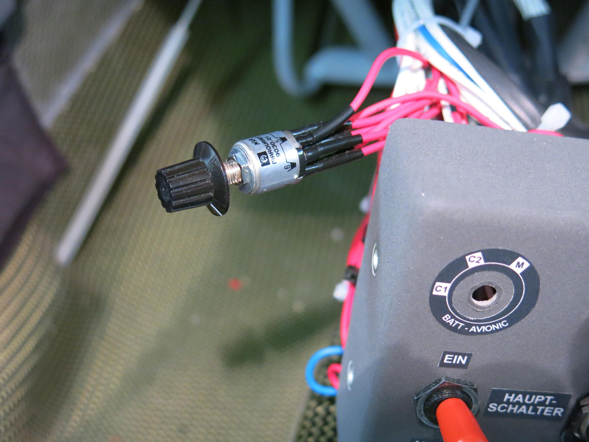 Ausbau des fehlerhaft kodierten Batteriewahlschalters