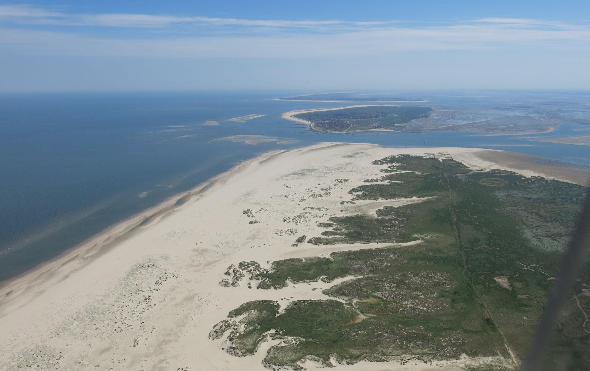 Über Norderney mit Blick auf Baltrum