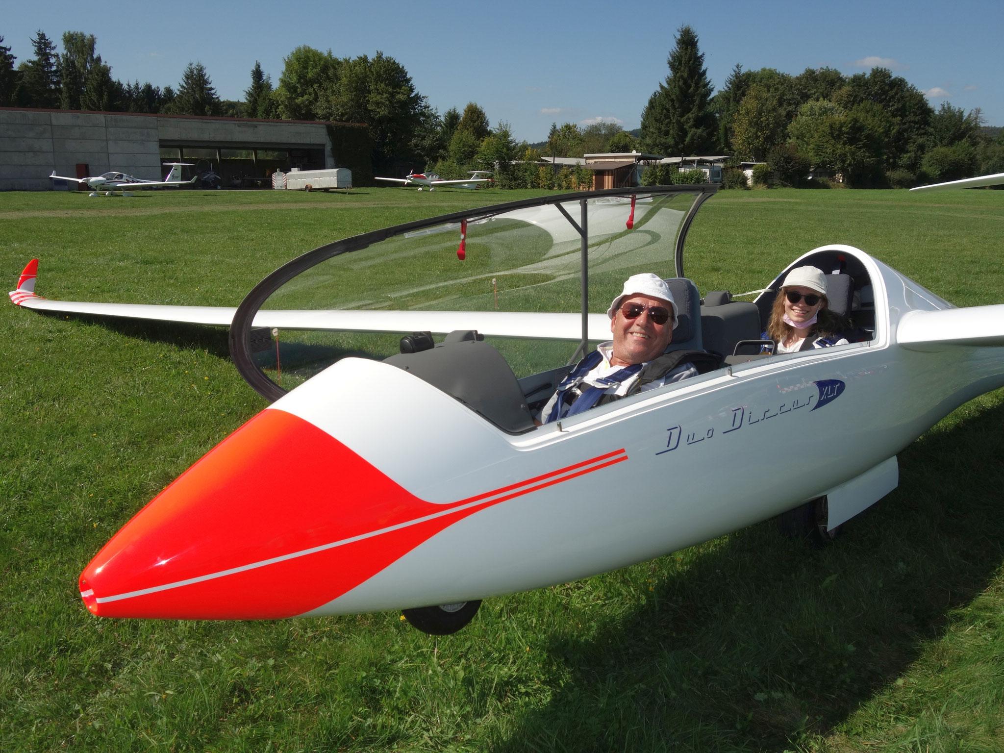 Dietmar Link mit Fluggast im Duo Discus