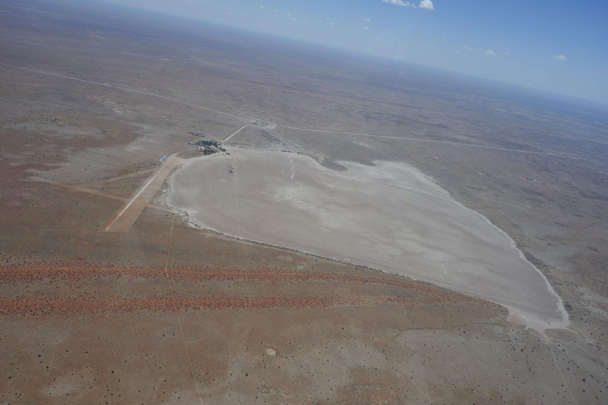 Flugplatz Bitterwasser, Start und Landung in fast alle Richtungen möglich