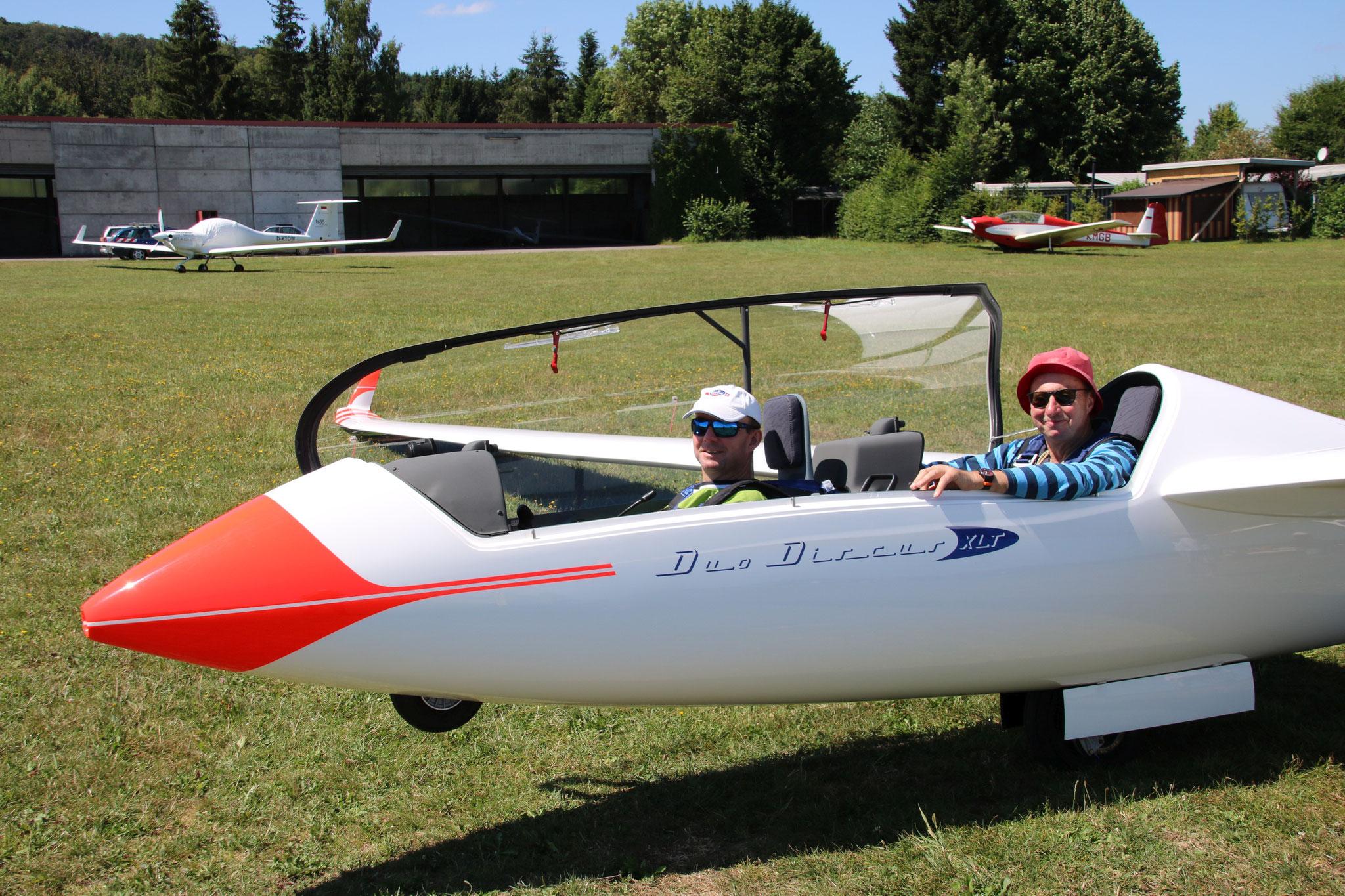 Duo Discus XLT mit Steffen (vo.) und Jürgen vor einem Streckenflug