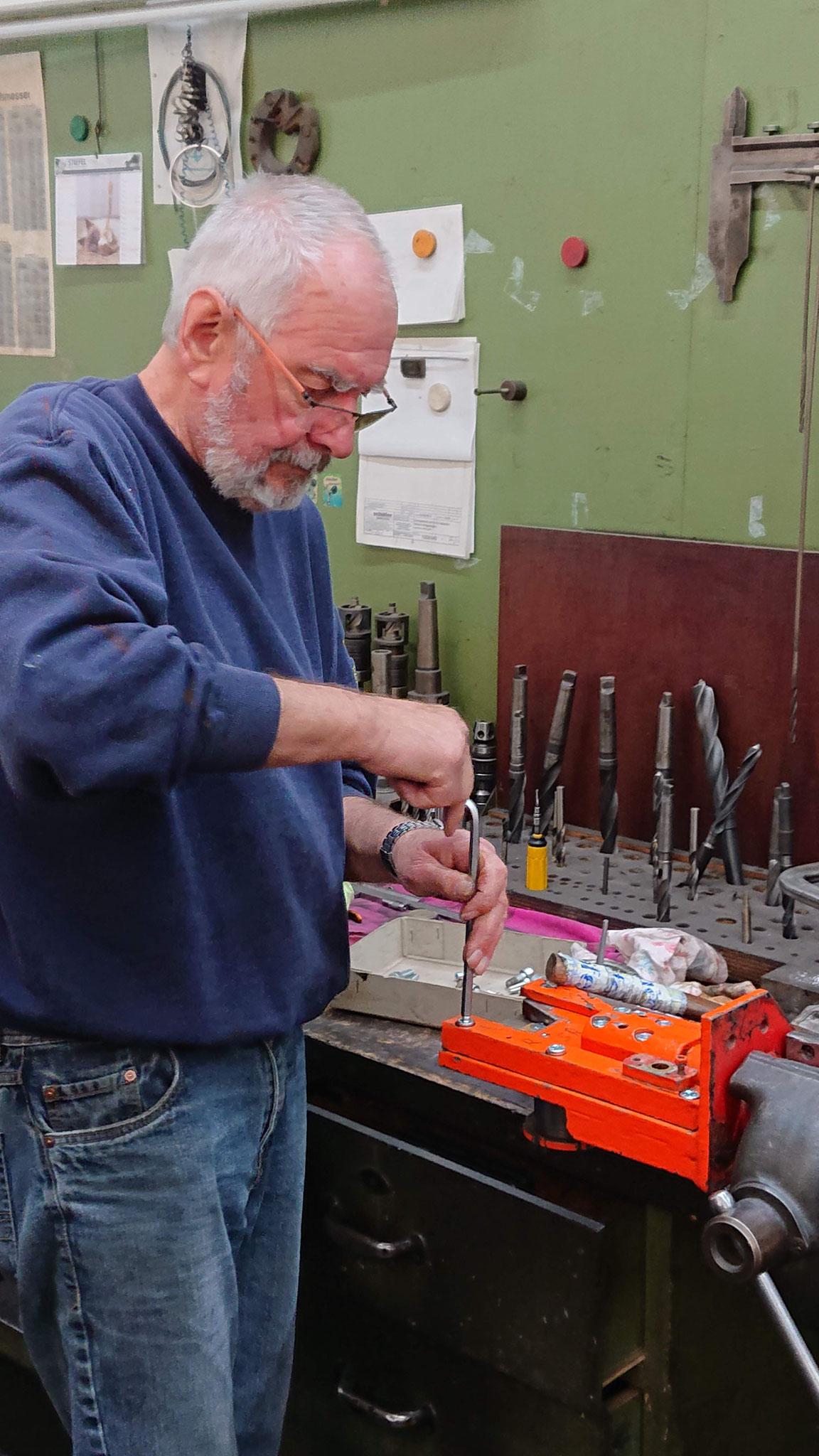 Walle montiert die Messerplatte