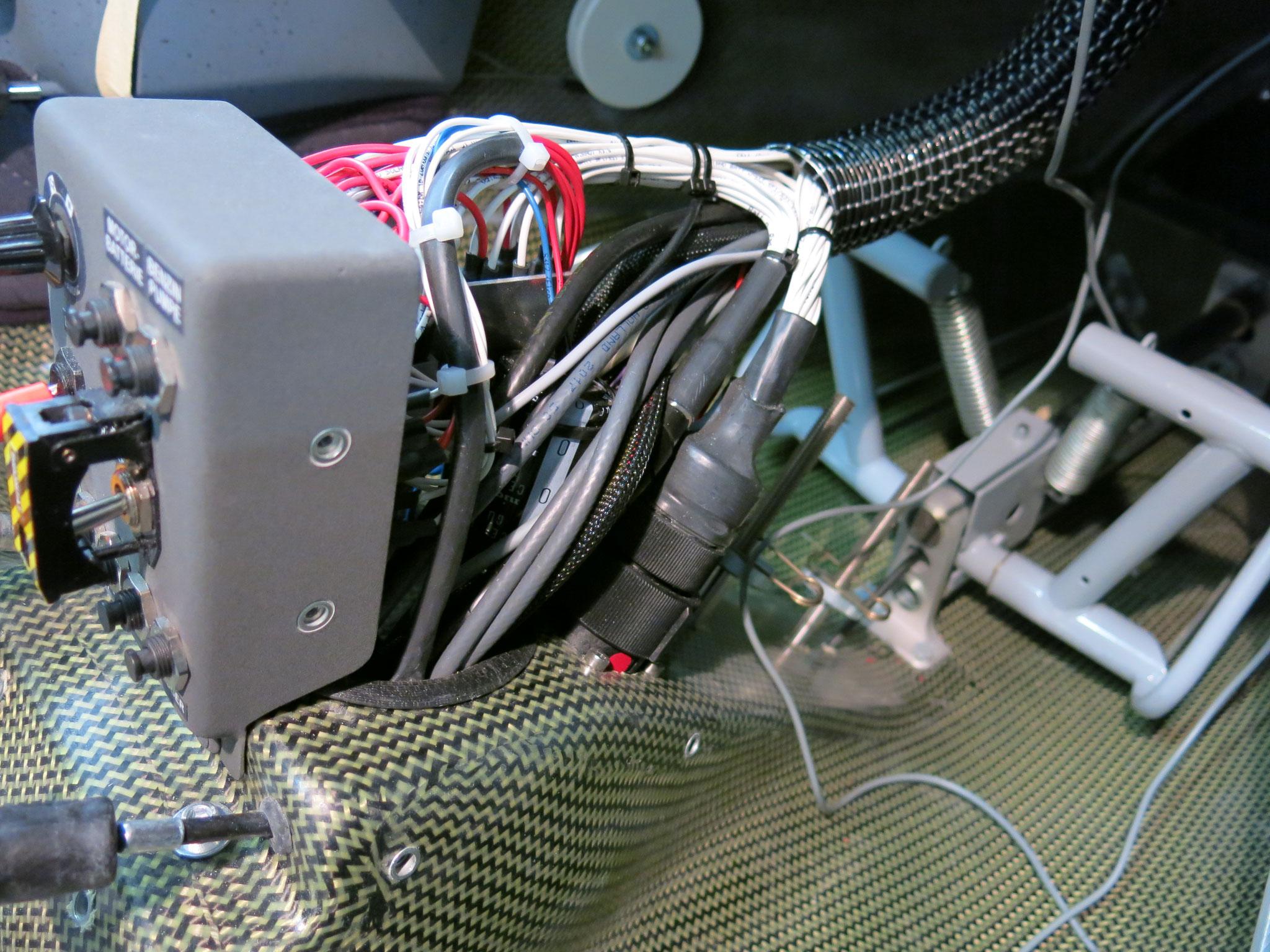 mit viel Geduld konnten wir noch zusätzliche Kabel in den Sammelschlauch einziehen