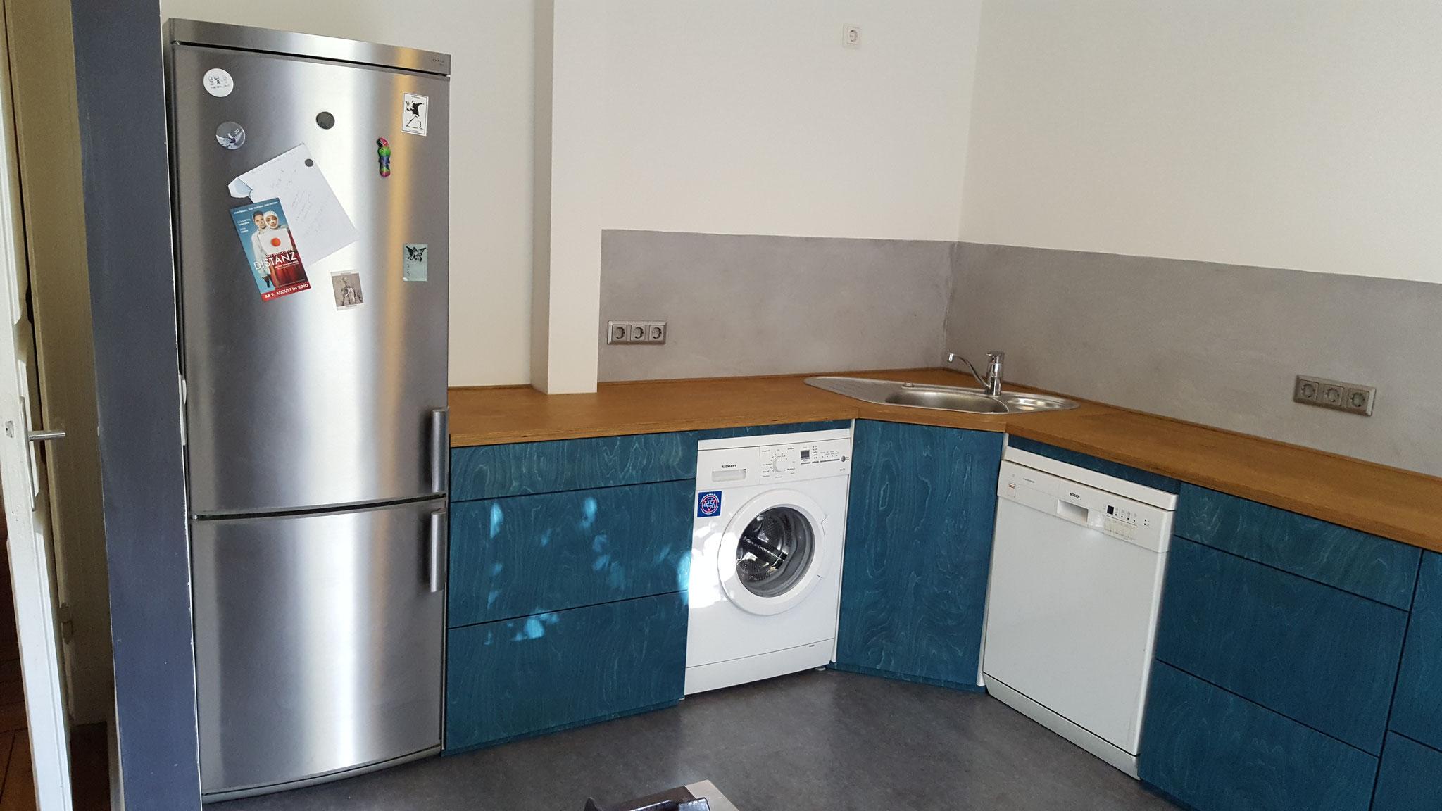 große Küche , Arbeitsplatte Eiche Multiplex, Dark Oak geölt, Fronten grün blau geölt