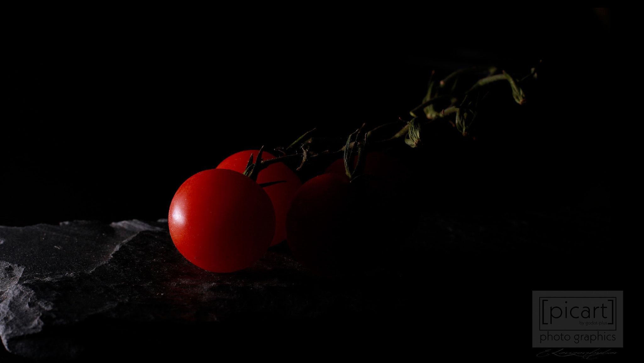Bestellnummer: LK010  |  Low Key-Fotografie – Tomaten © [:picart]by godot-plus, Eva Lenzenhuber