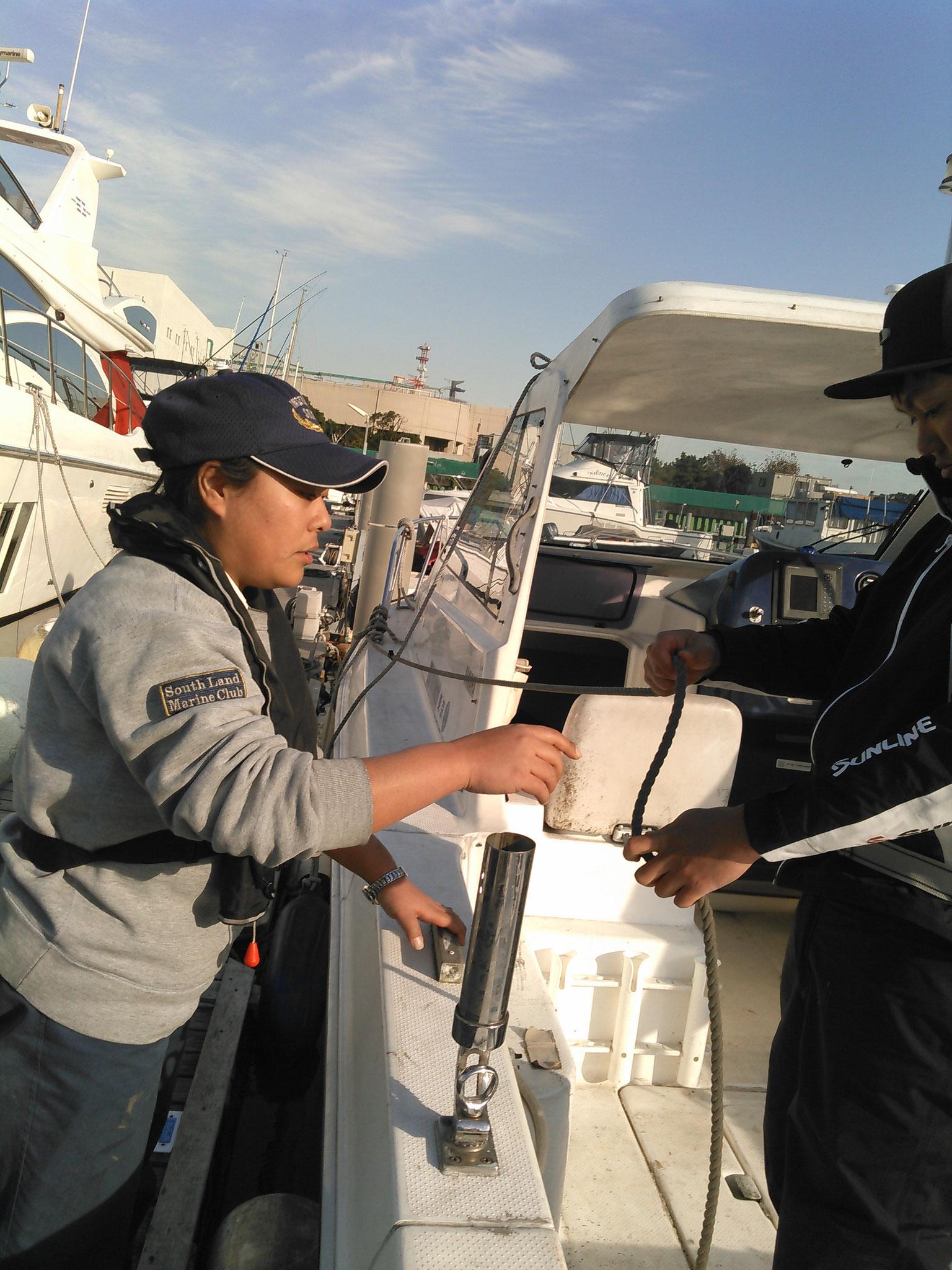 教習艇は最新設備の2種類の艇を使用