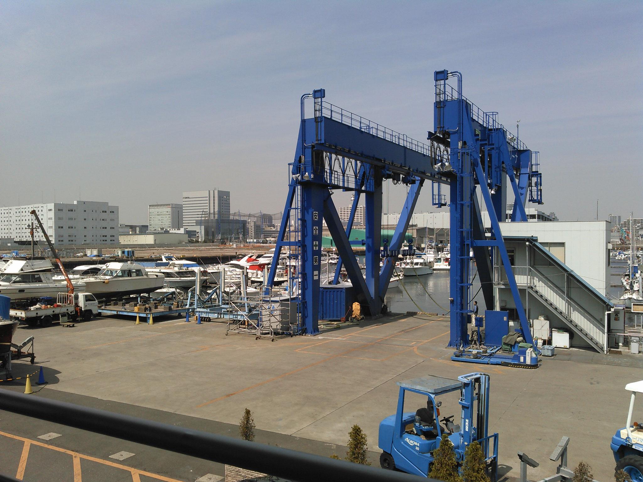 出港、は設備の整った湾マリーナ