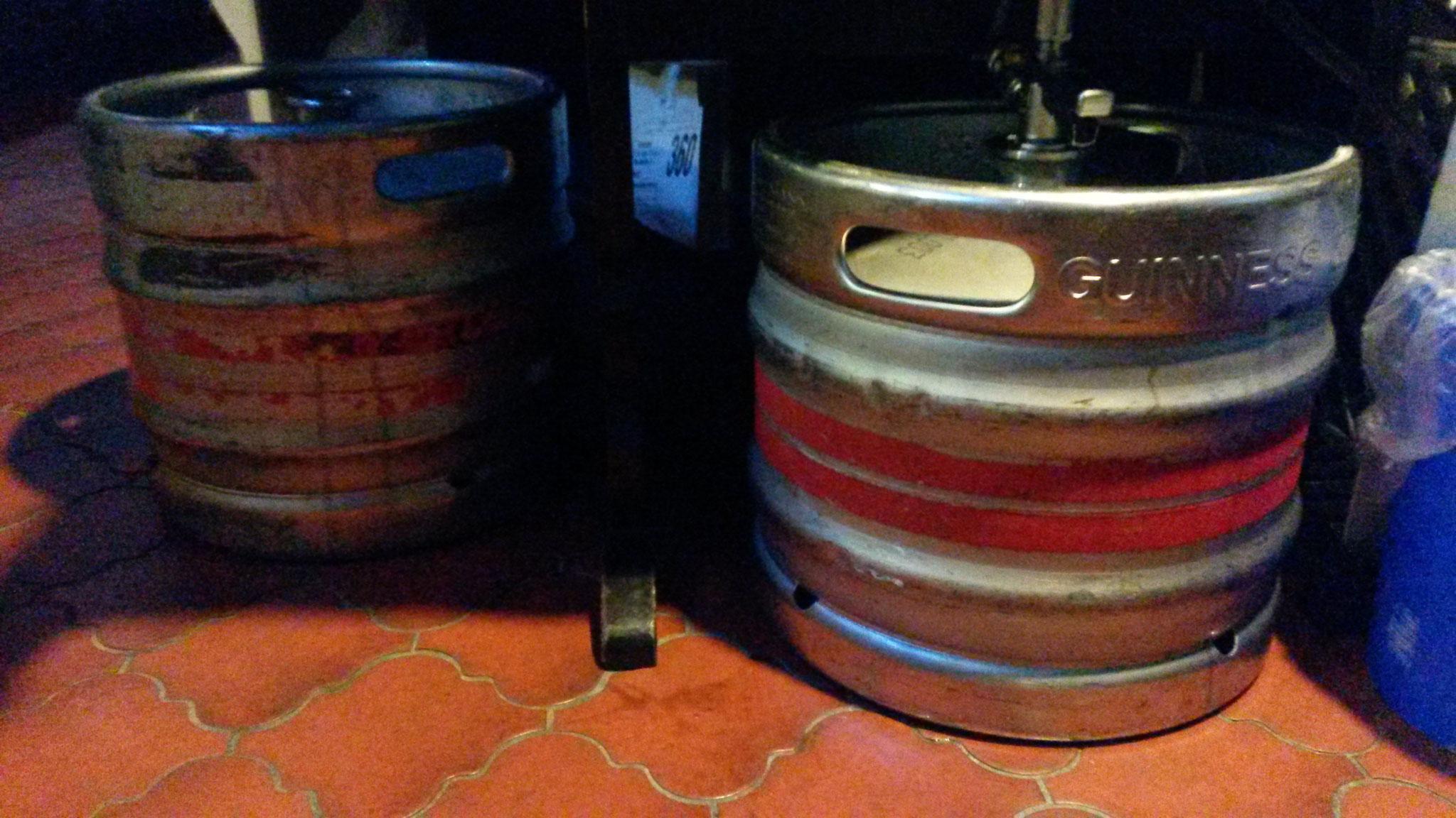 Zumindest für den Anfang sollten es diese zwei Fässer Guinness tun...