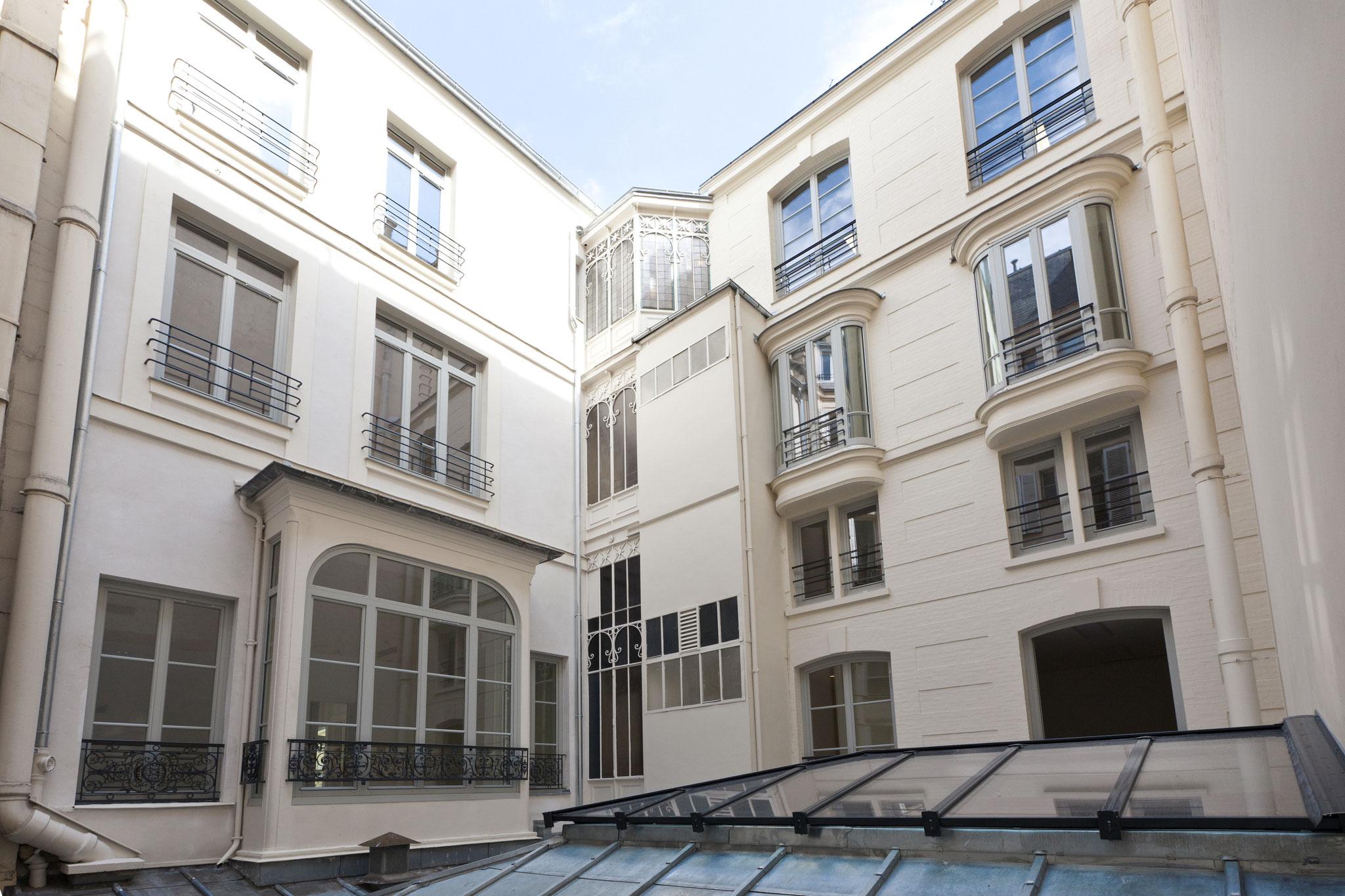 Cour intérieure avec verrière, rue de la Bienfaisance Paris
