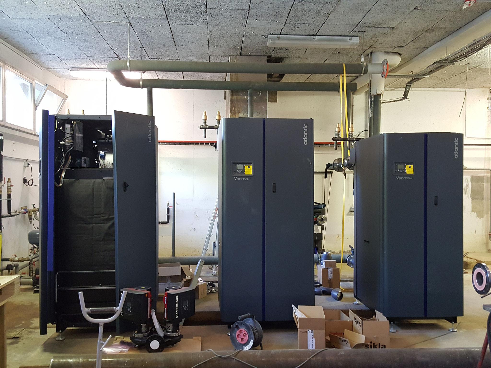 Les chaudières gaz en cours de raccordements hydrauliques