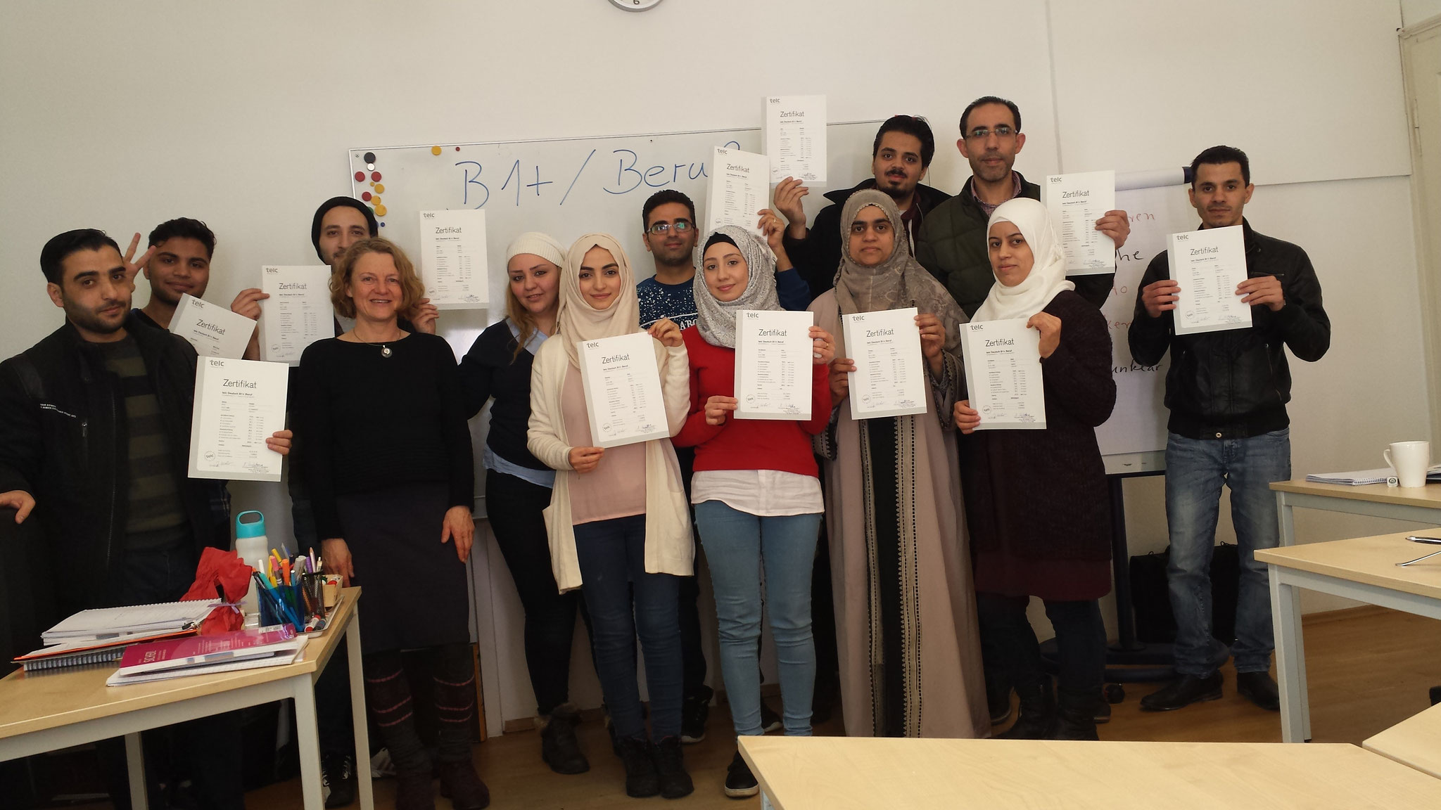 Zertifikate B1 plus Beruf: wir gratulieren den stolzen KursteilnehmerInnen zur bestandenen Prüfung!