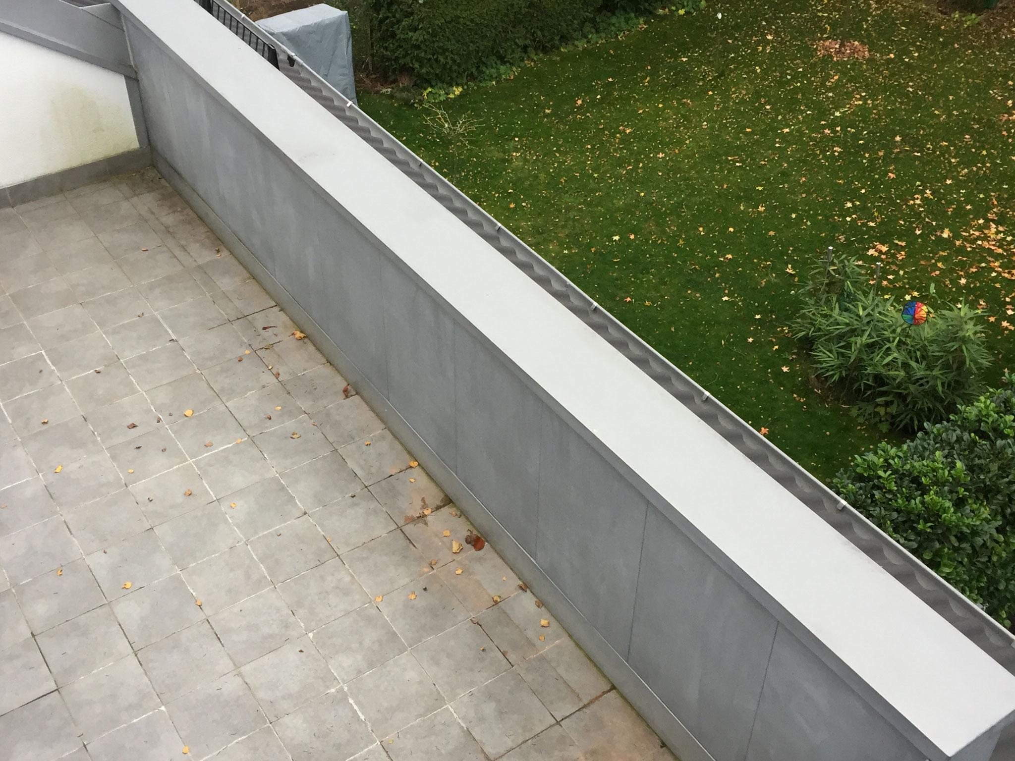 Balkonbrüstung mit Uginox verkleidet