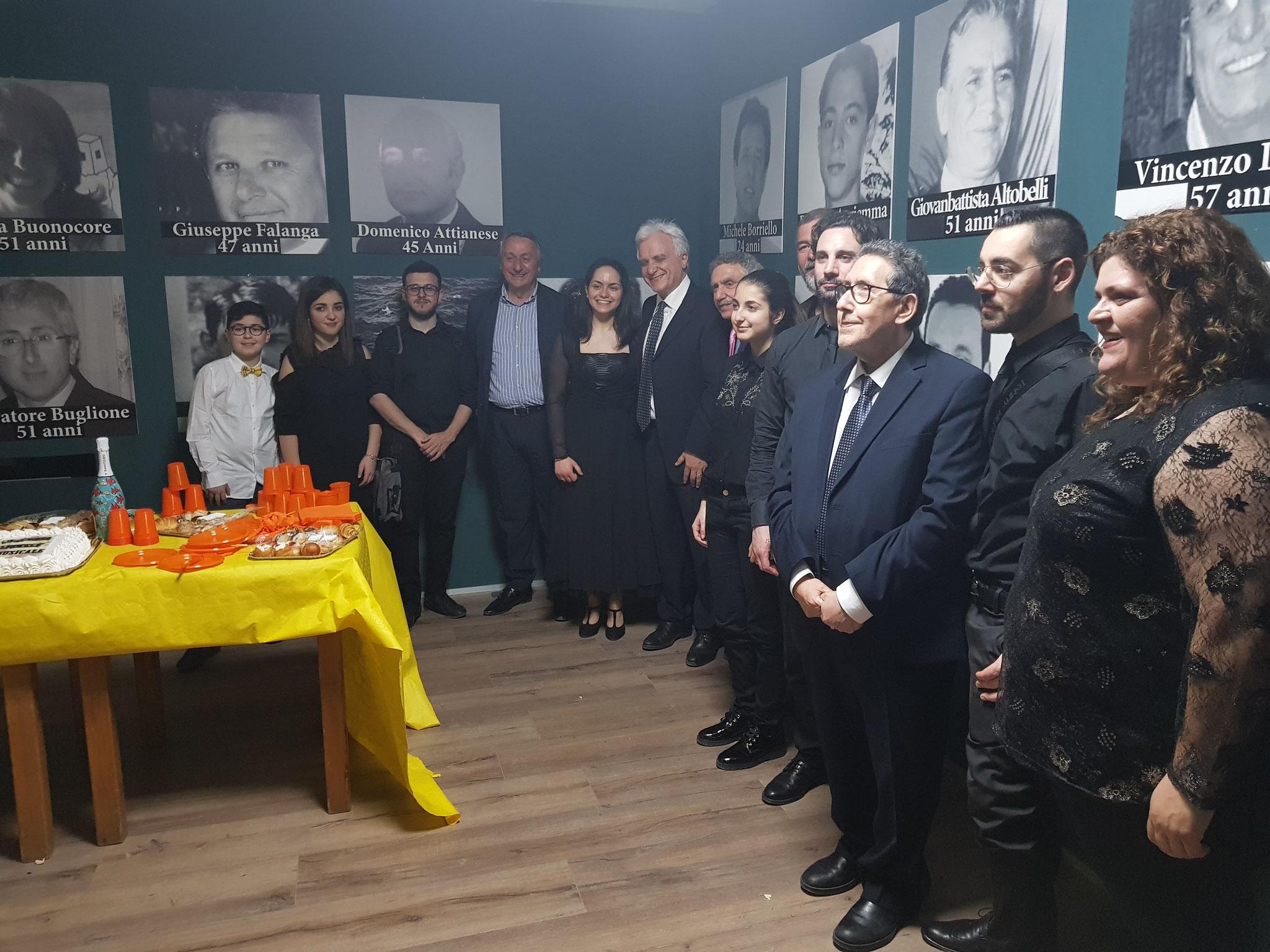 ALCUNI DEI VINCITORI AL GALA' DEL 28 APRILE PREMIAZIONE  DA PARTE DEL PROF. LORENZO FIORITO
