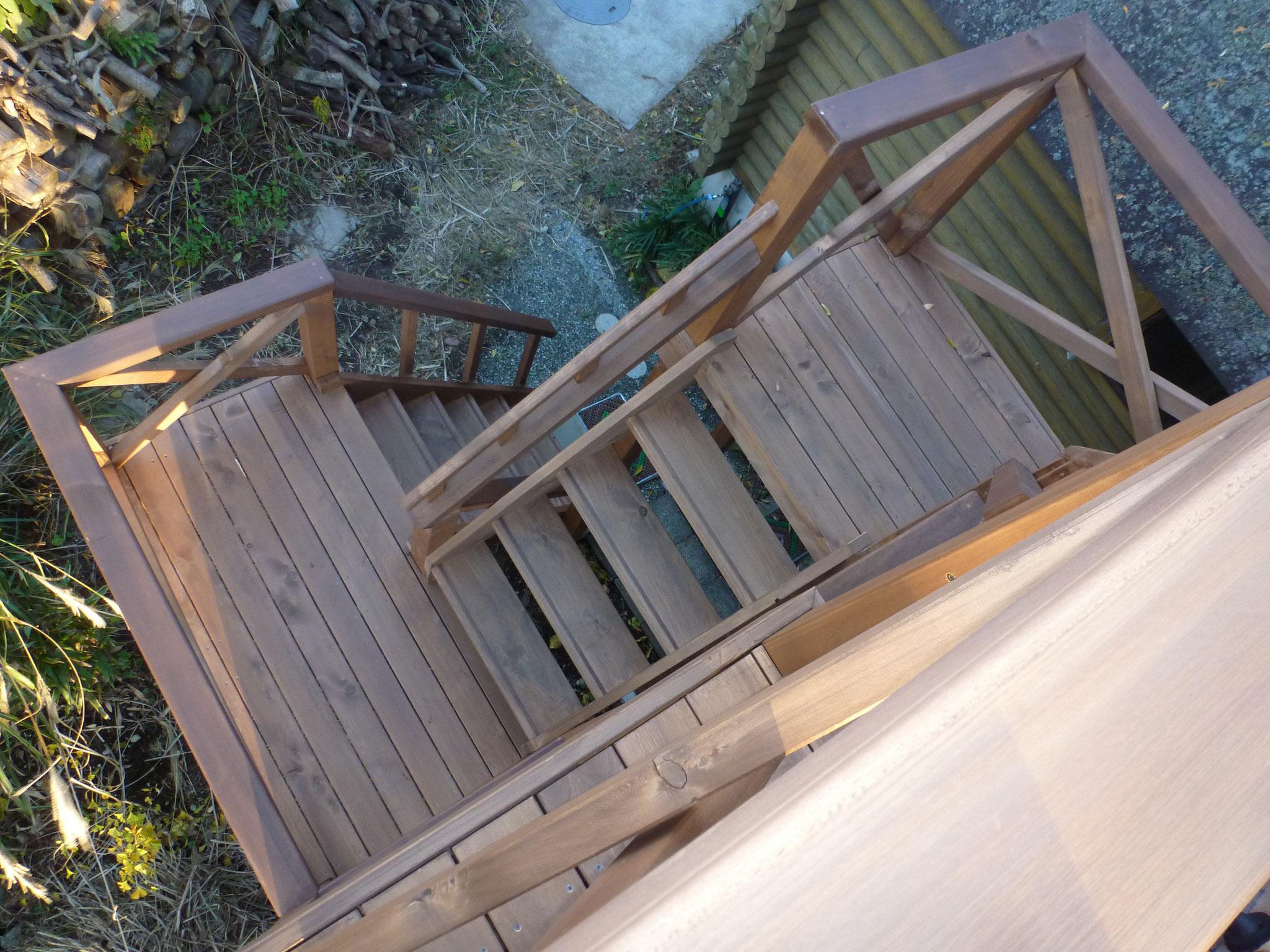 米ヒバ材の屋外階段