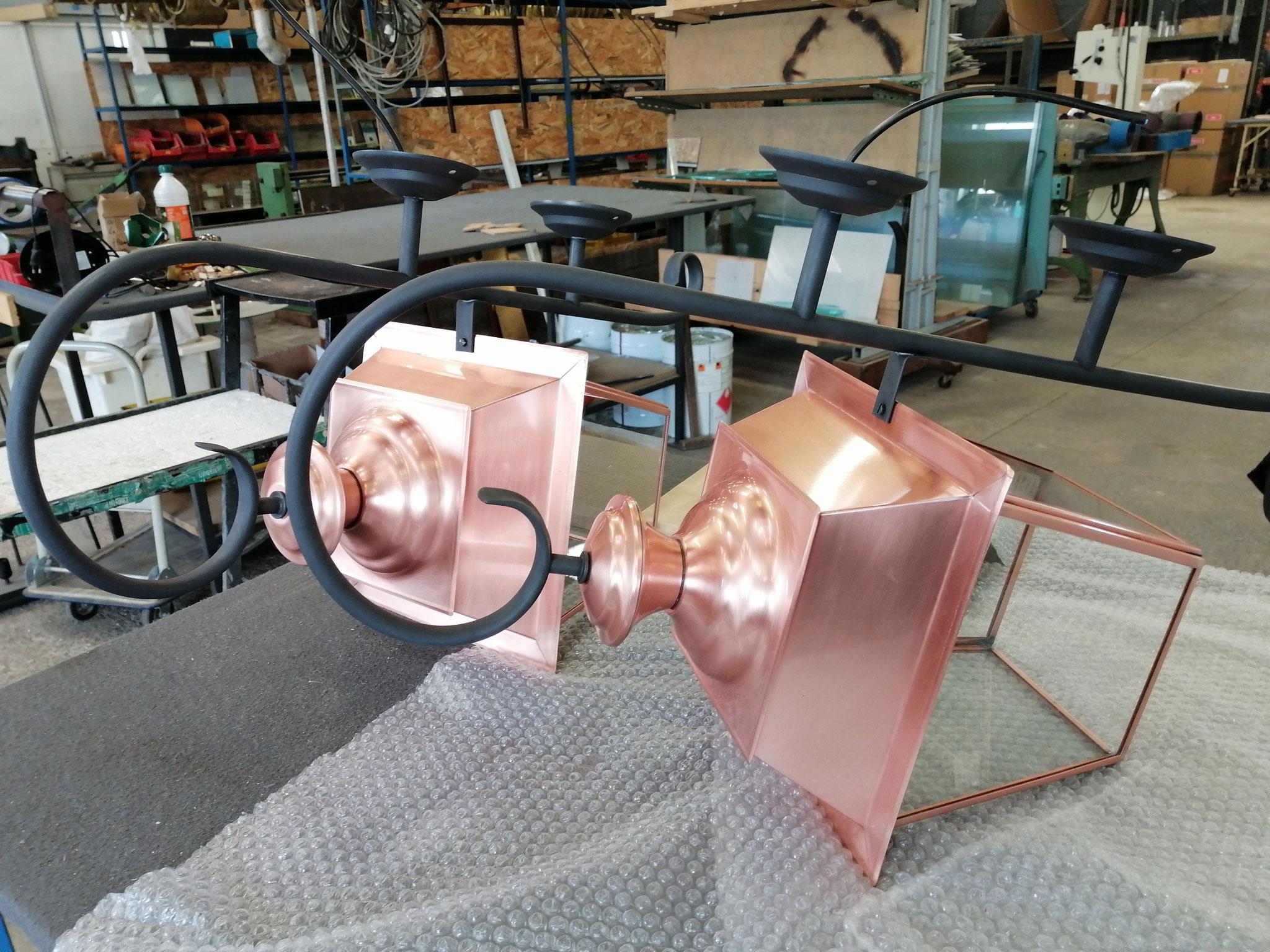 Fabrications spéciales d'appliques pour l'extérieur - Potence en finition Métal Fumé N°23 & corps en cuivre.
