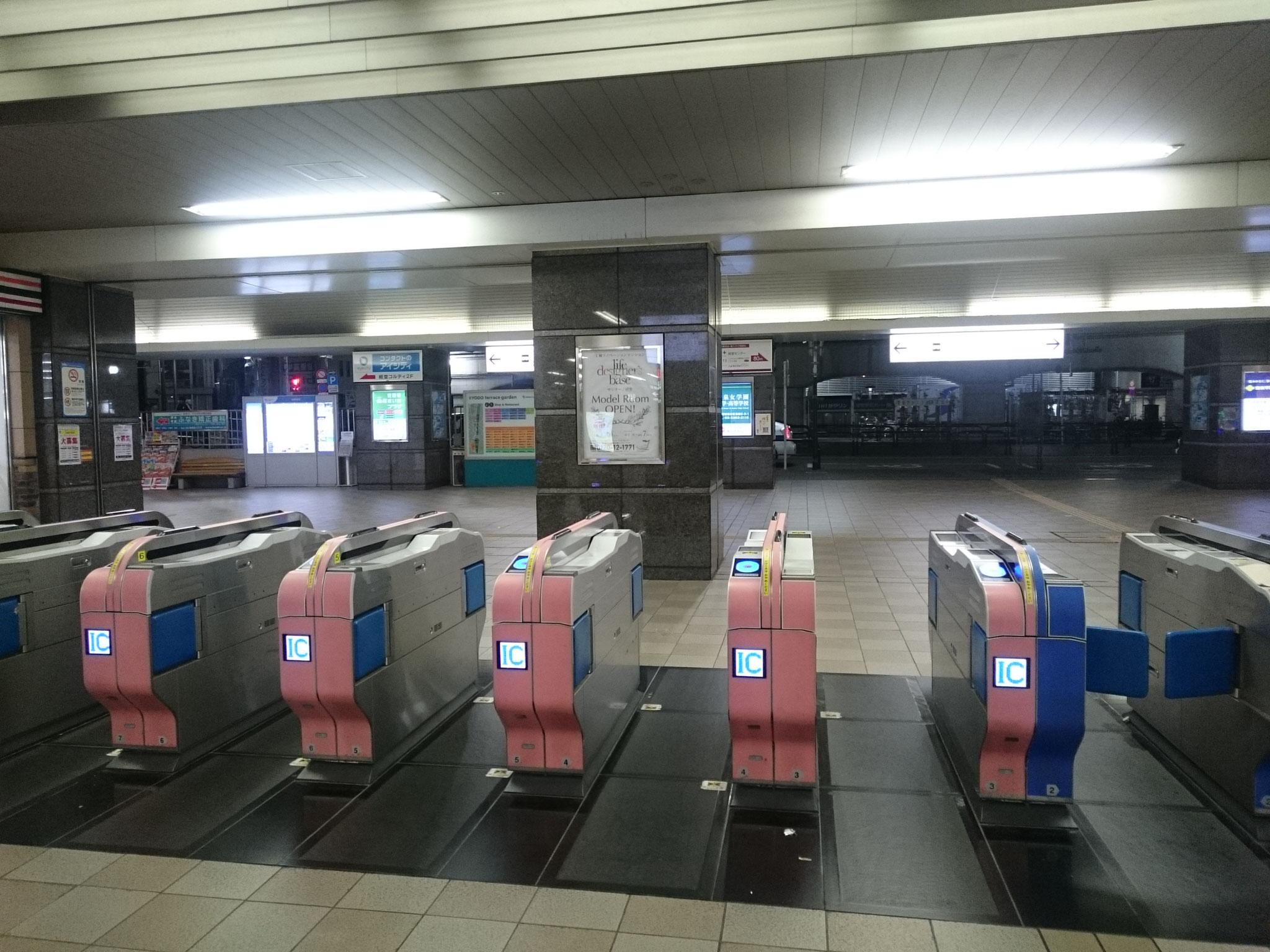 小田急線経堂駅の改札は1つです。