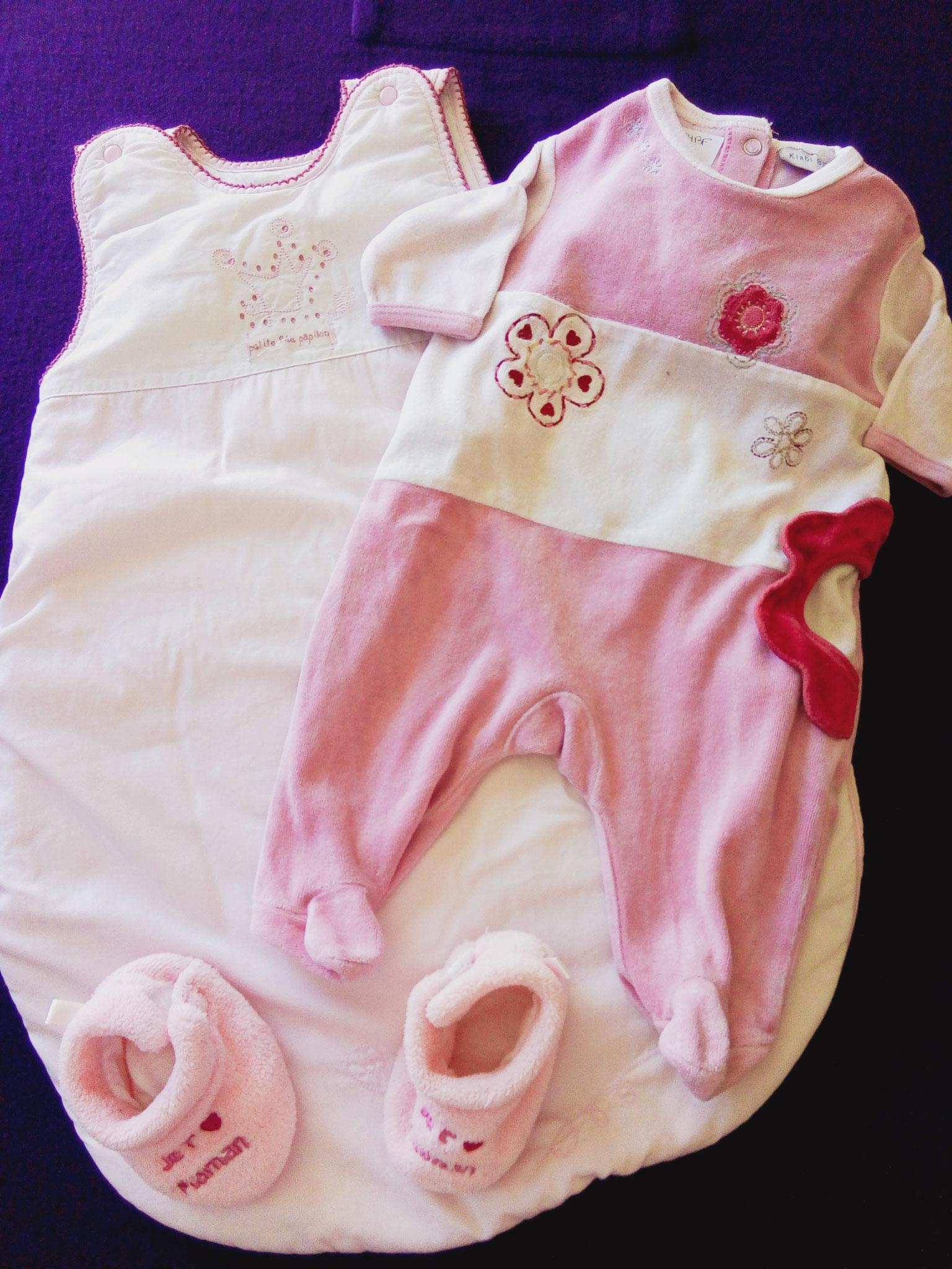 Ensemble gigoteuse et pyjama avec chaussons 1er âge.  rose.