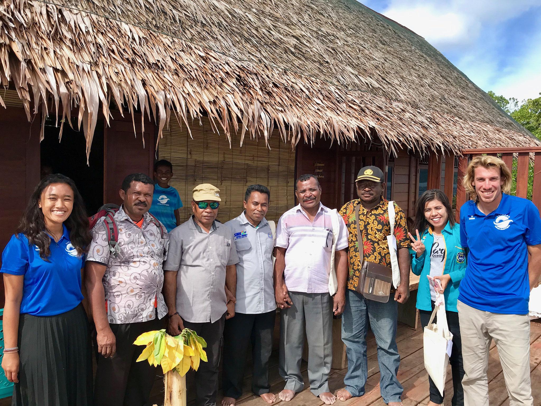 Bildungs, - Umweltschutz-, und Kulturvorsitzende nehmen an der Erfōffnungszeremonie teil