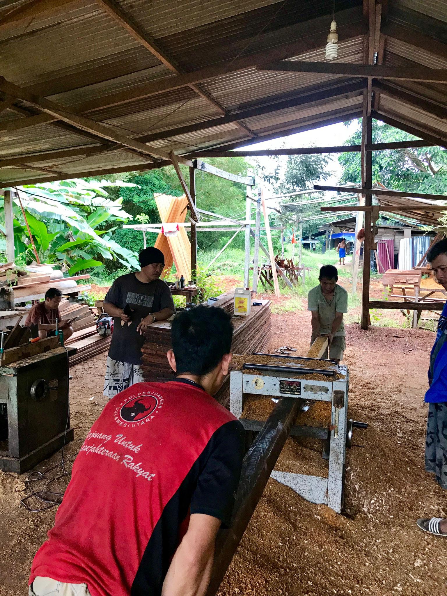 Nur in der Stadt Sorong gibt es die Mittel, um das Holz entsprechend zu verarbeiten