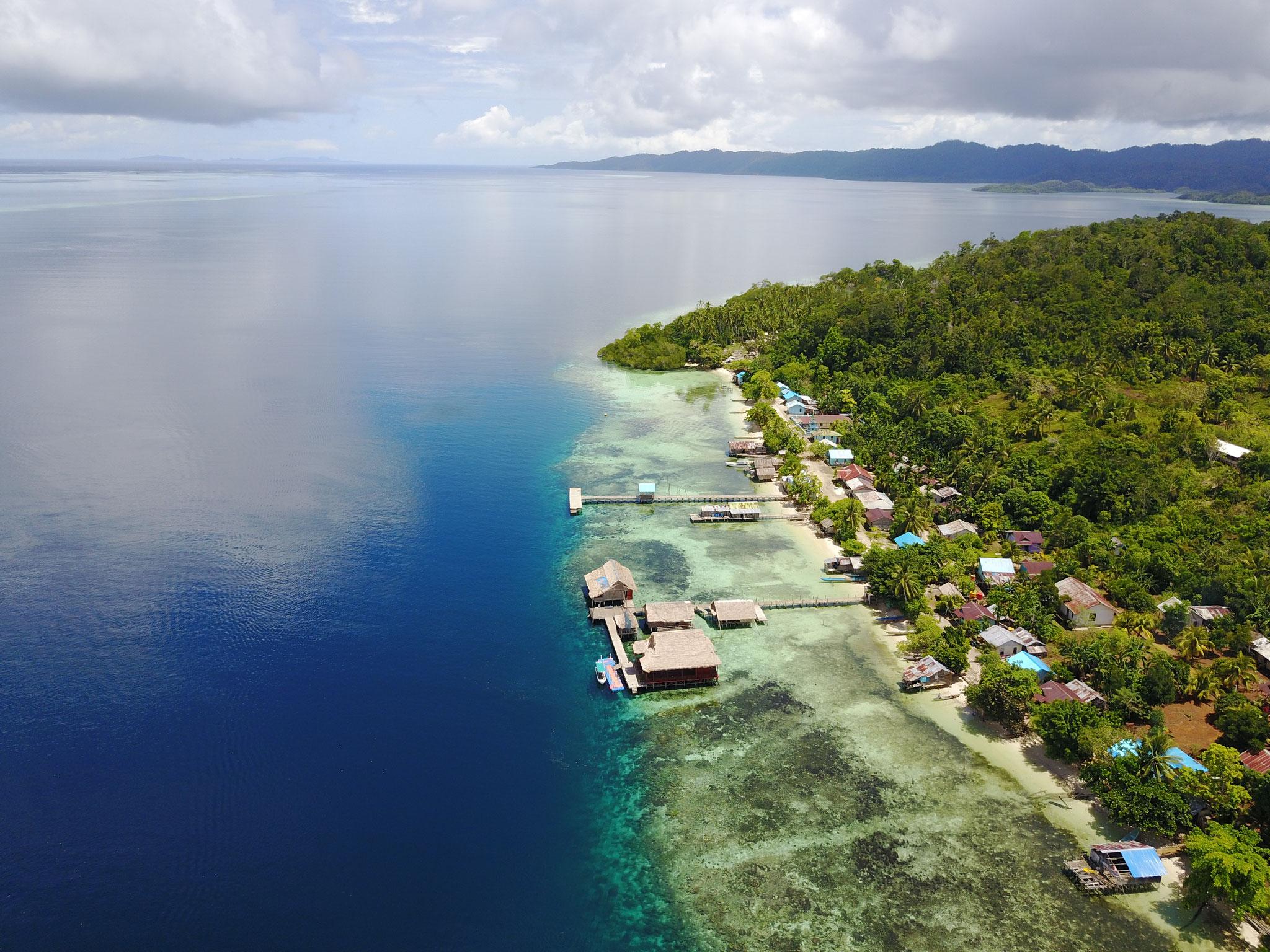 Wie alle Dörfer in Raja Ampat ist auch Sawinggrai durch sein intaktes Korallenriff geschützt