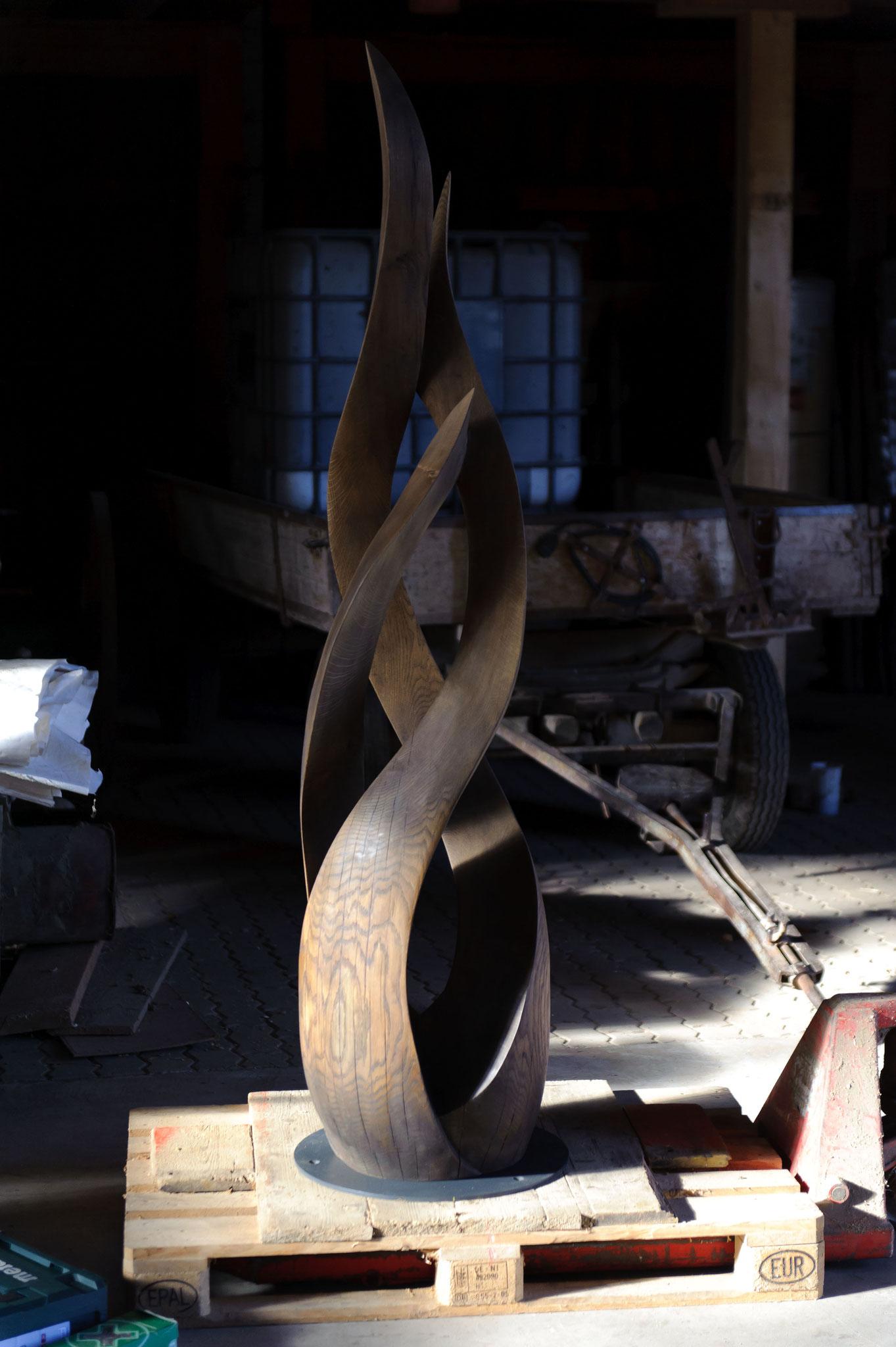 auf Stahlplatte befestigt