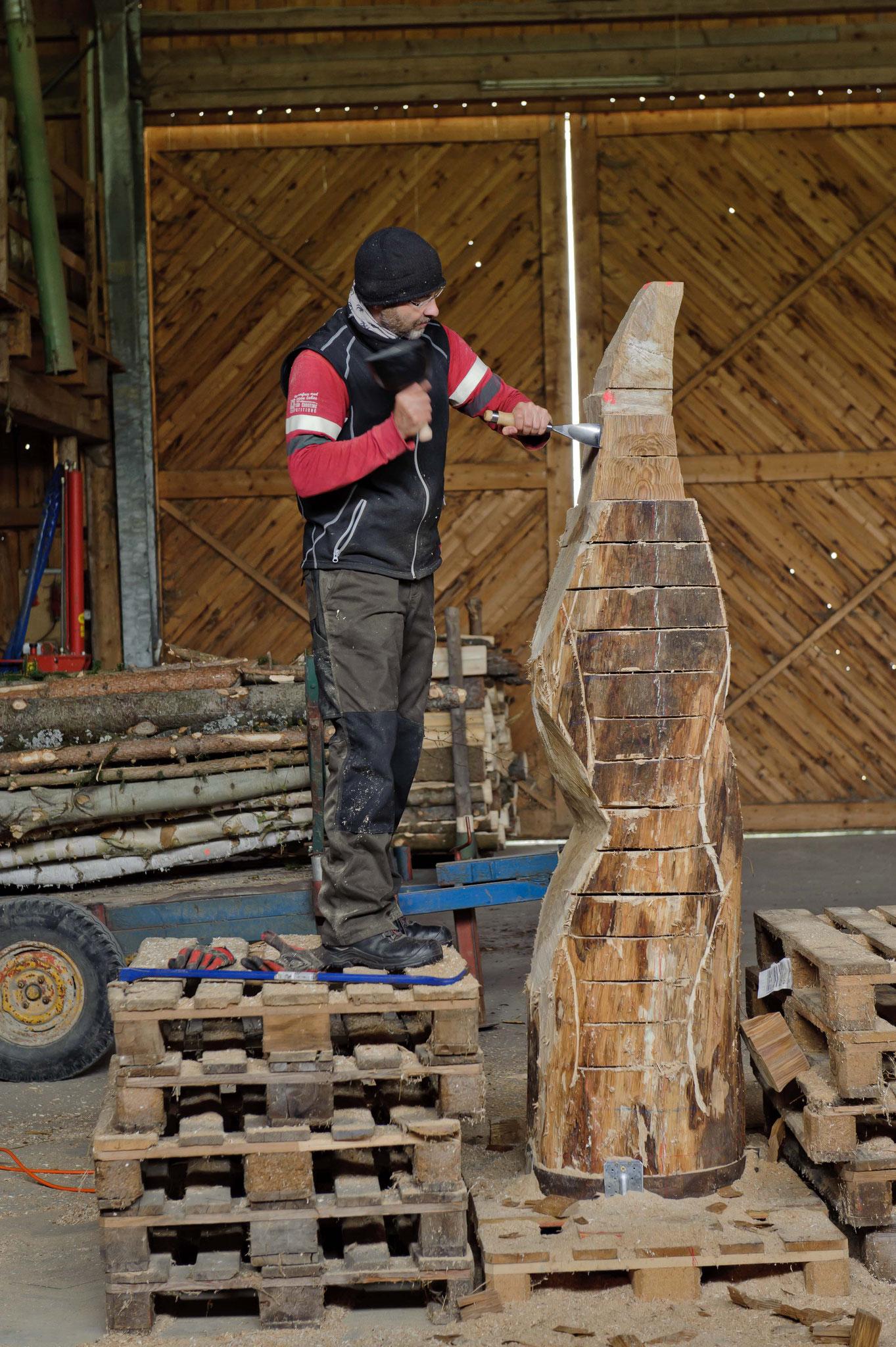 Abstemmen der Holzblöcke mit Berner Eisen