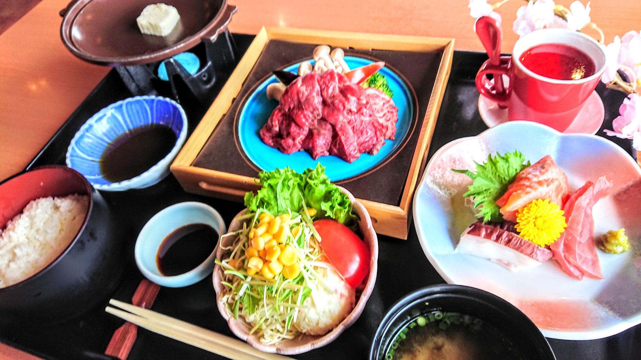 牛ロース陶板焼き御膳 ¥2,400