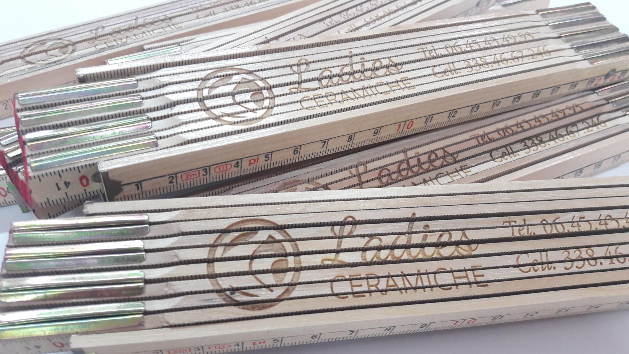 Righello in legno con incisione laser