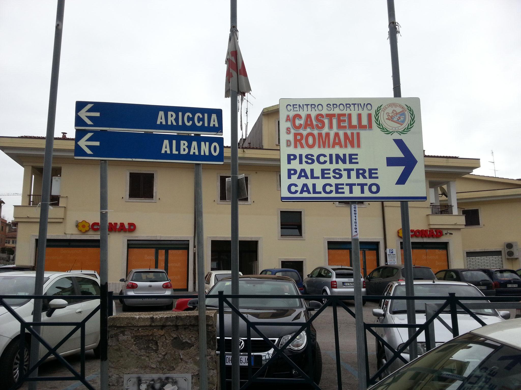 Targa pubblicitaria d'indicazione ad Albano Laziale per il Centro sportivo a.s.d. castelli romani