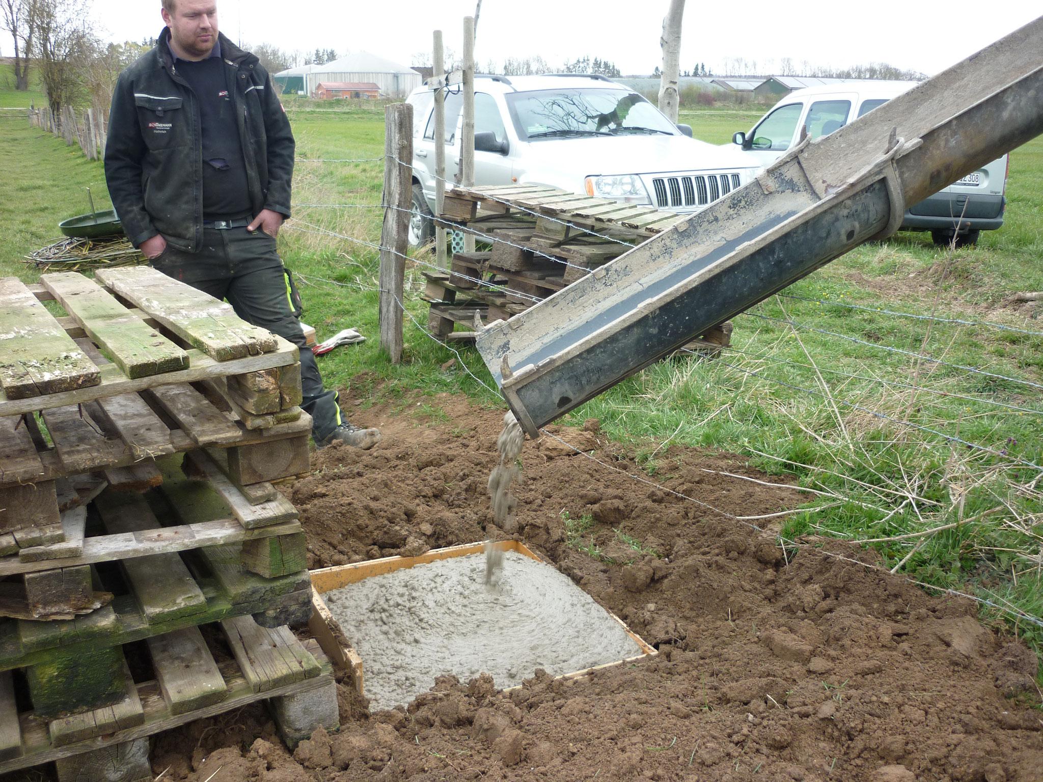 1,5 m³ Beton sind verfüllt.