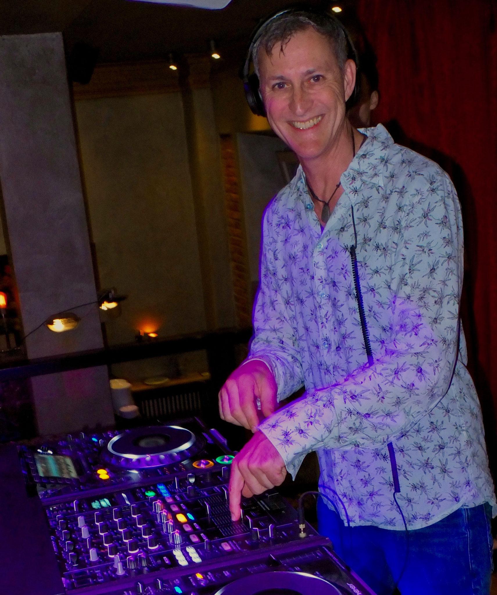 DJ - Meiko Deen