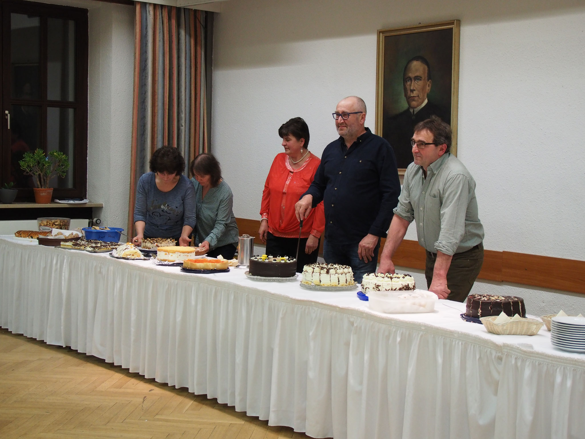 Kuchen-Buffet- Teil der Vorstandschaft