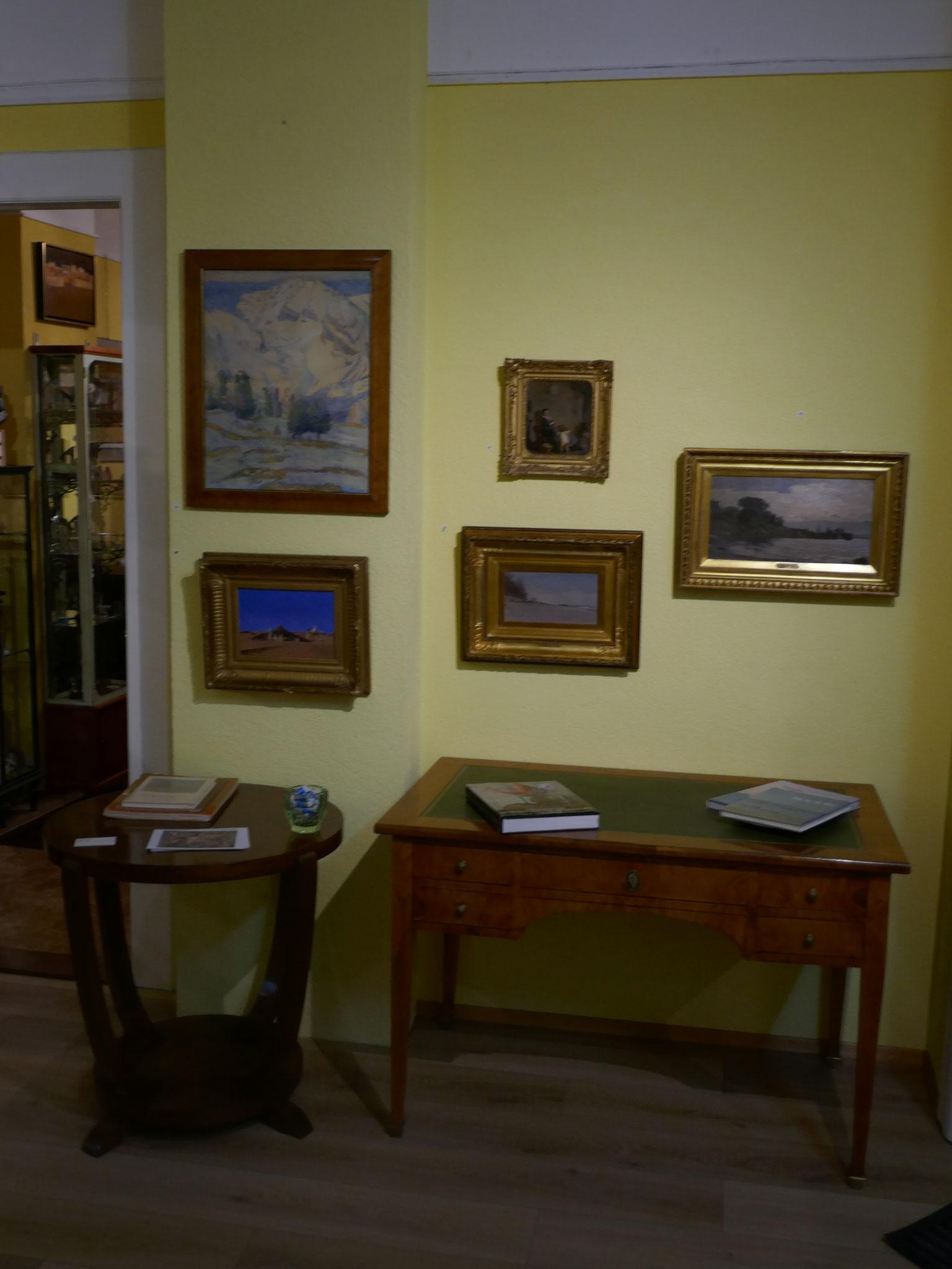 Pièce de l'entrée avec sur cette paroi des tableaux de Abraham Hermanjat d'Alfred van Muyden et de François Bocion