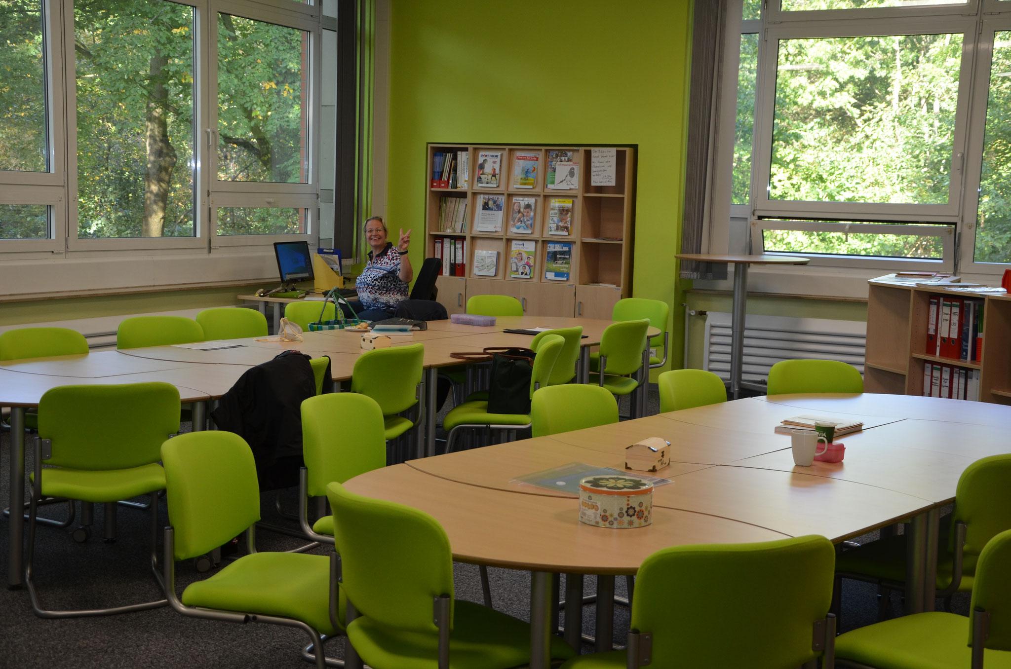 unser Lehrerzimmer mit unserer Sonderpädagogin Frau Hertl