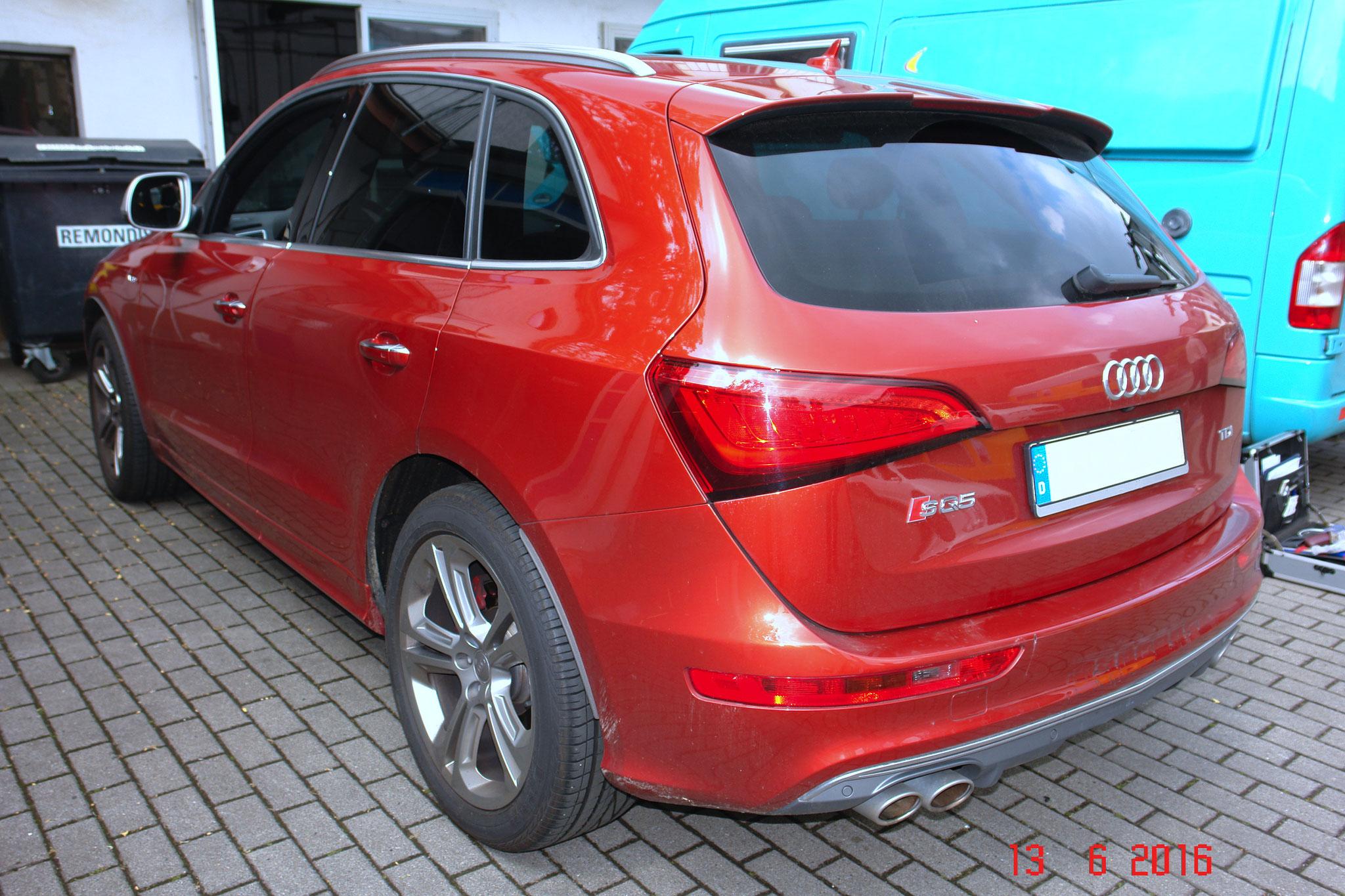 kaum sichtbarer Schaden am Heck des Audi Q5