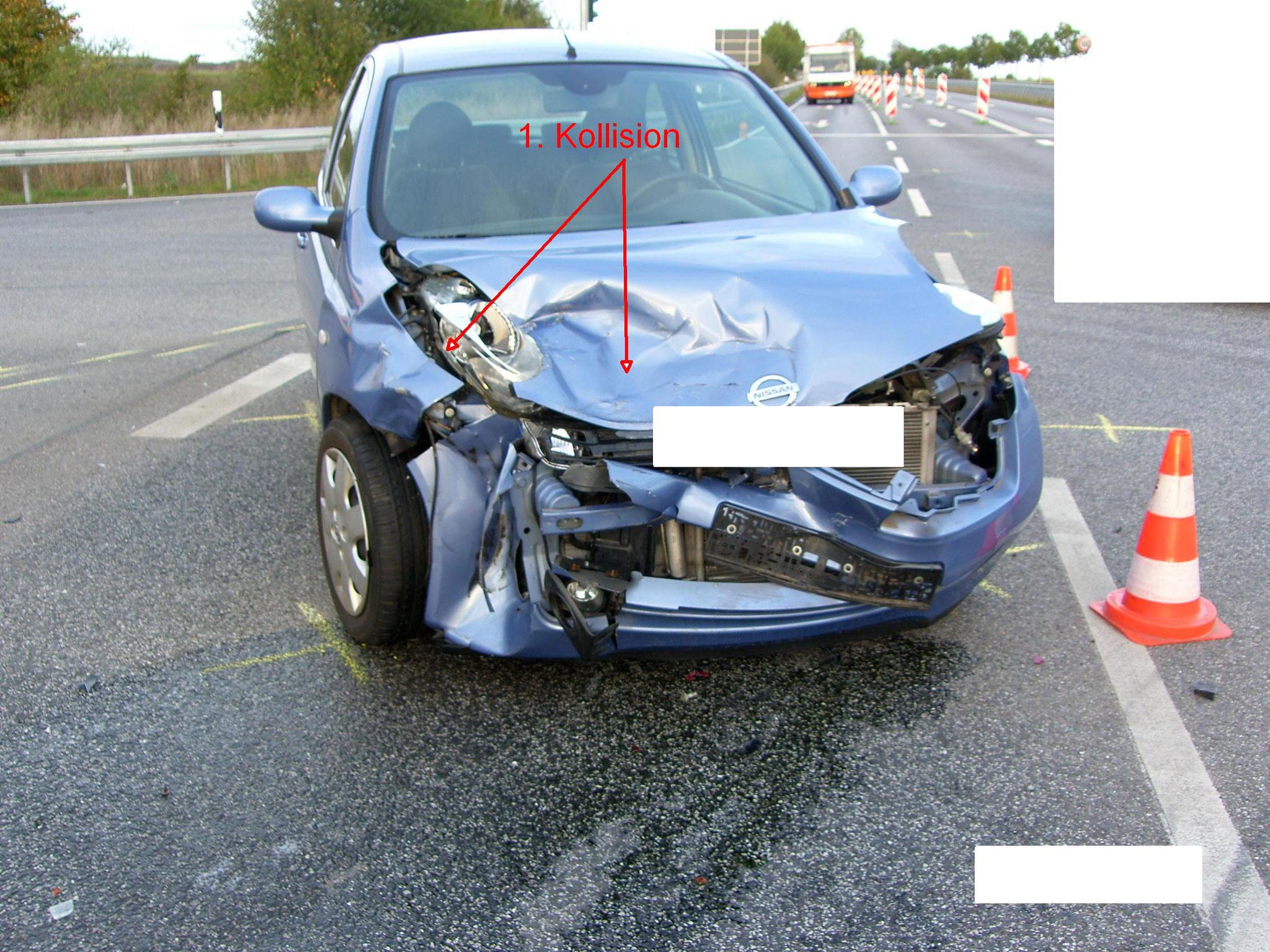 Schäden am unfallbeteiligten PKW Nissan