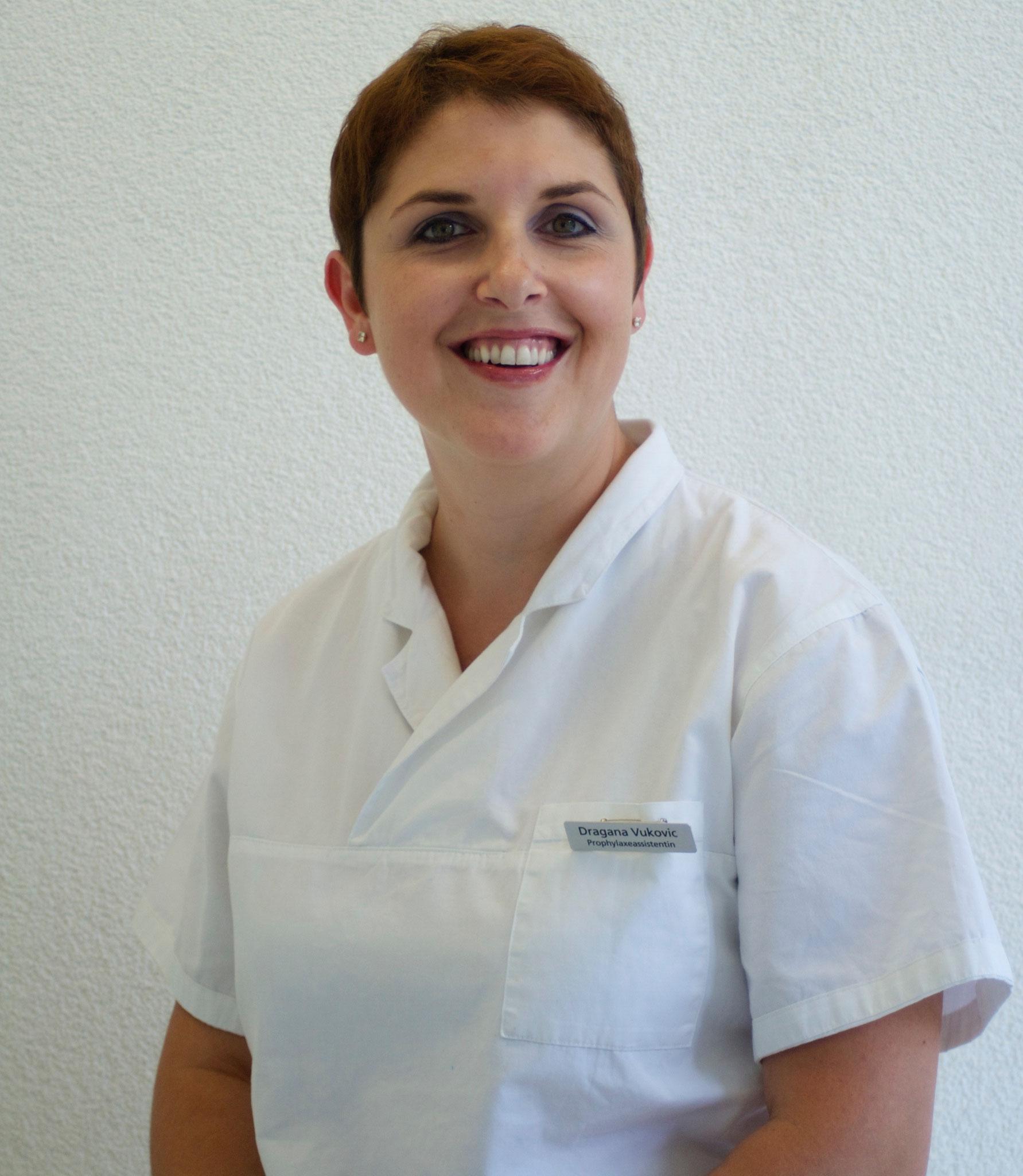 Fr. D. Vukovic, Erstgehilfin und Prophylaxeassistentin
