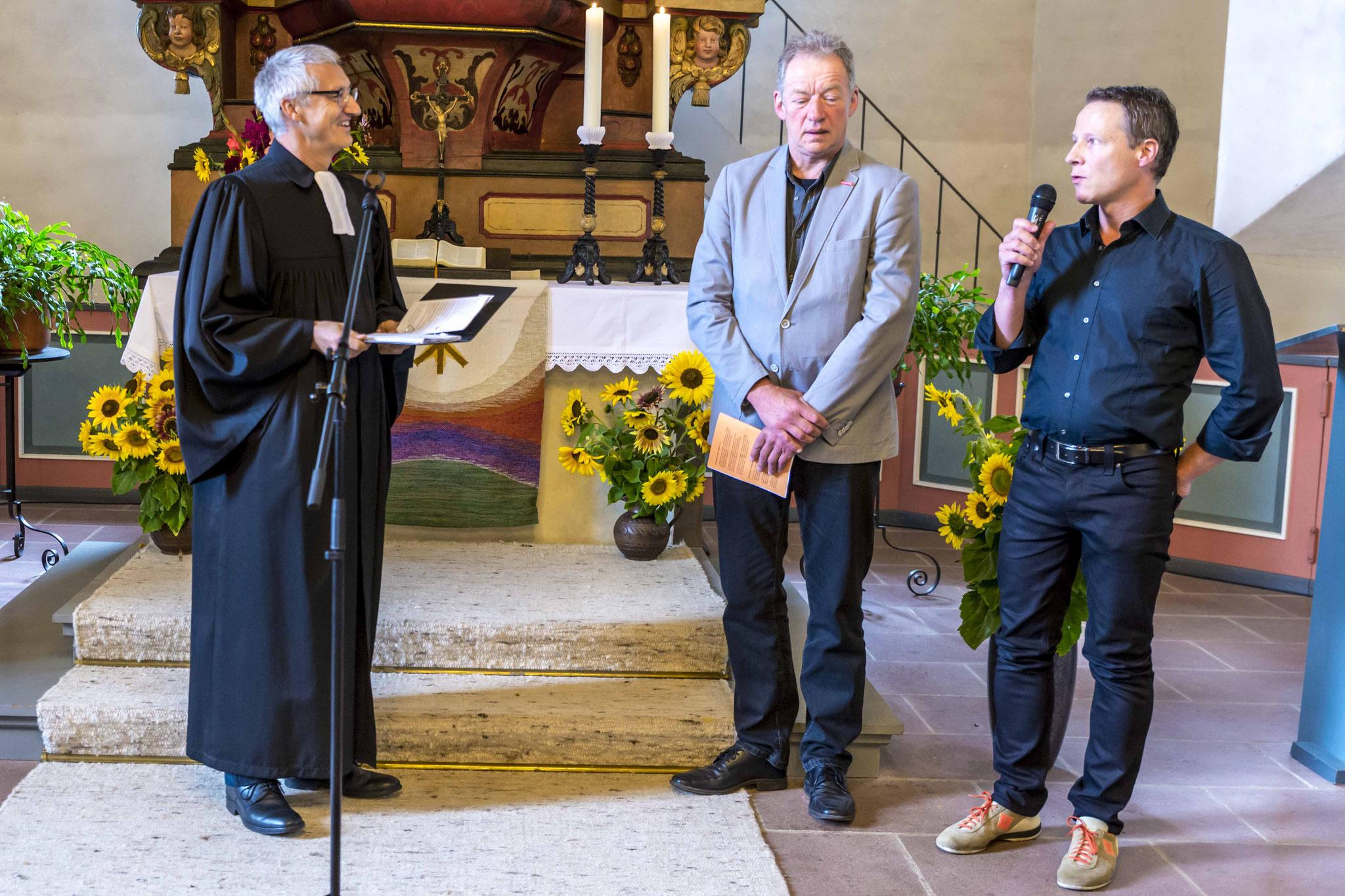 Pfarrer Dr. Jochen Gerlach (v.l.n.r.) interviewter Kfz.-Meister Alfred Schüttler und Bäckermeister Dirk Weber