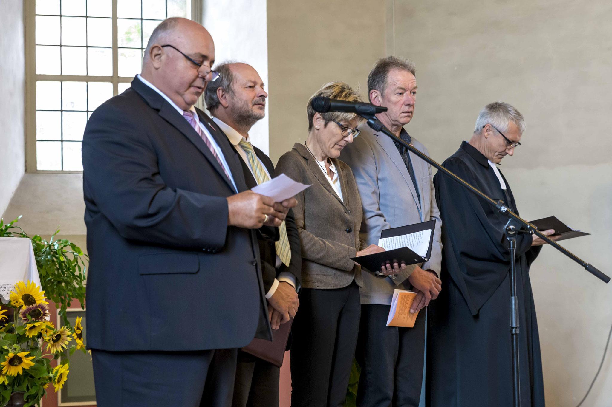 Das Fürbittgebet am Ende des Gottesdienstes sprachen Karl-Heinz Göpel (v.l.n.r.), Dieter Lomb, Hannelore Volke, Alfred Schüttler und Dr. Jochen Gerlach