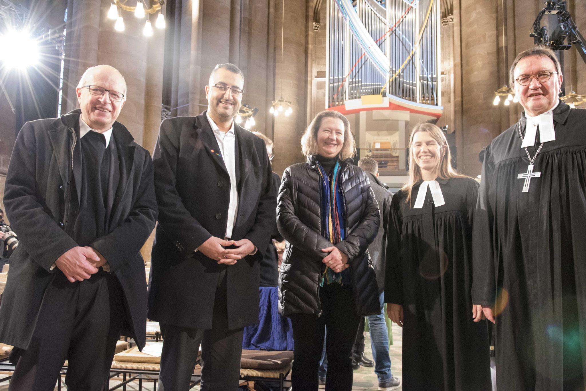 Dechant Franz Langstein (v.l.n.r.), Bilal El-Sayad, Monika Bunk, Pfarrerin Anna-Karena Müller, Bischof Martin Hein