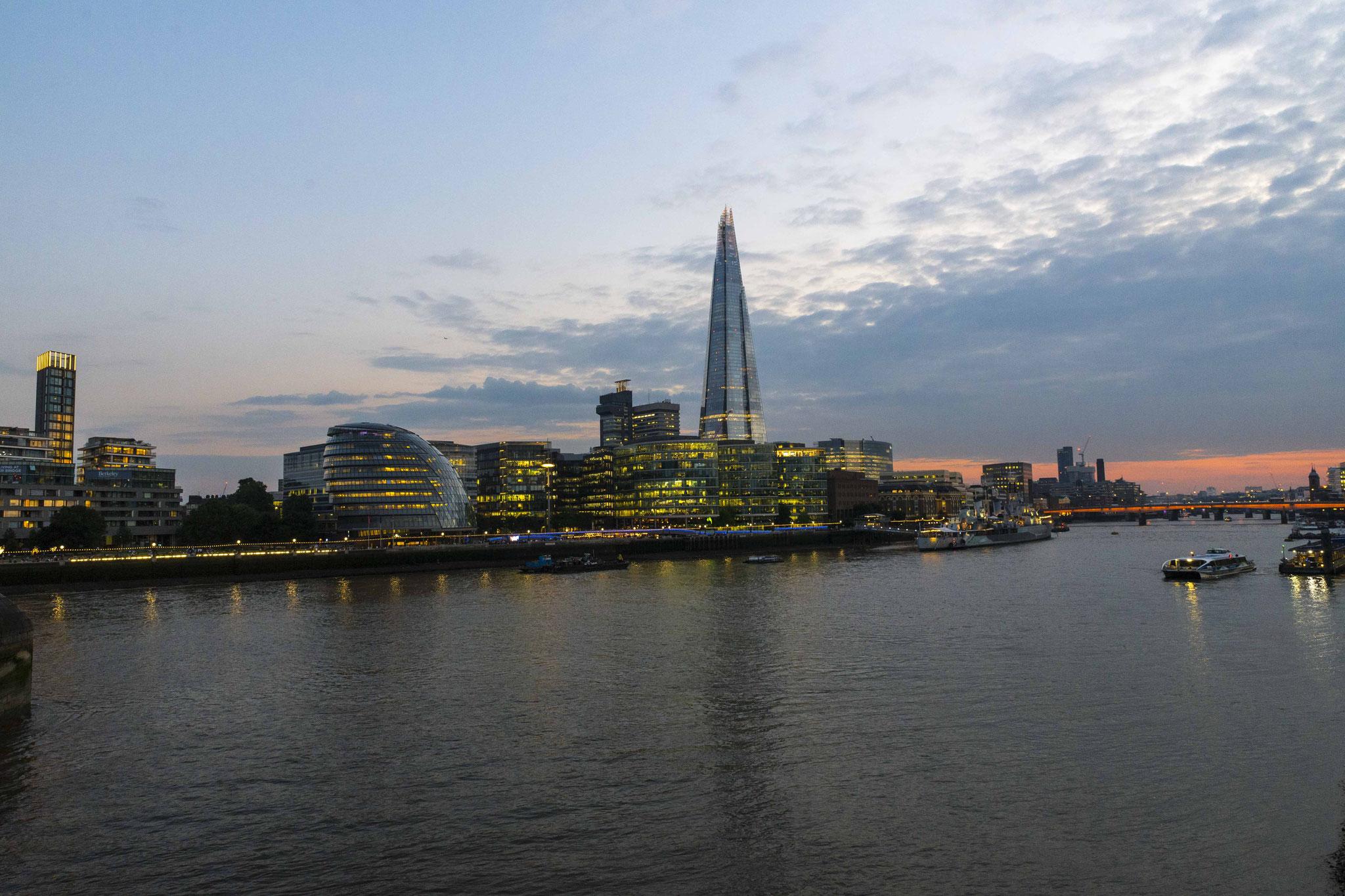 Südufer der Themse mit The Shard, dem neuen Wahrzeichen Londons