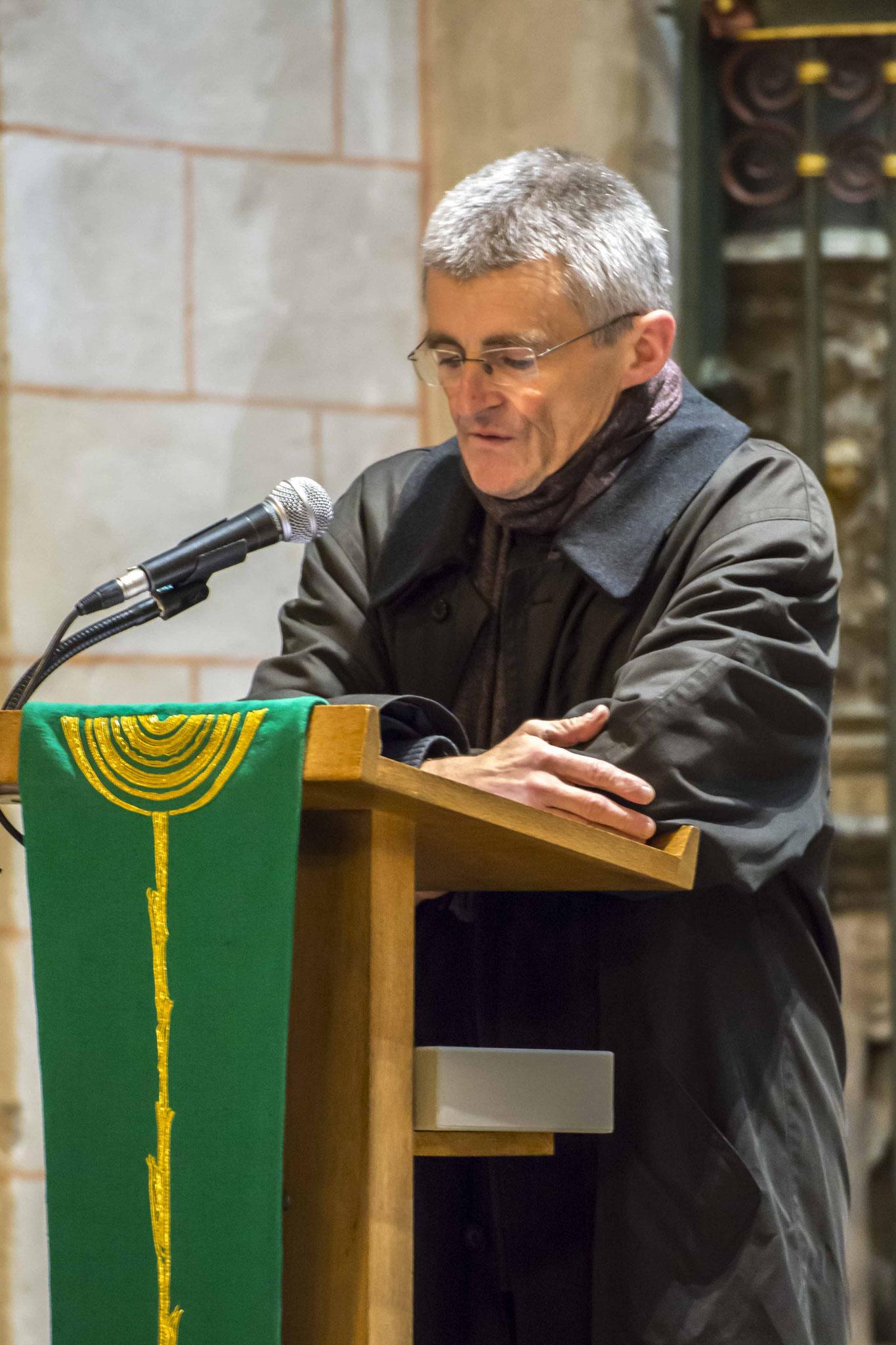 Pfarrer Uli Biskamp während der Andacht in der Lutherischen Pfarrkirche St. Marien
