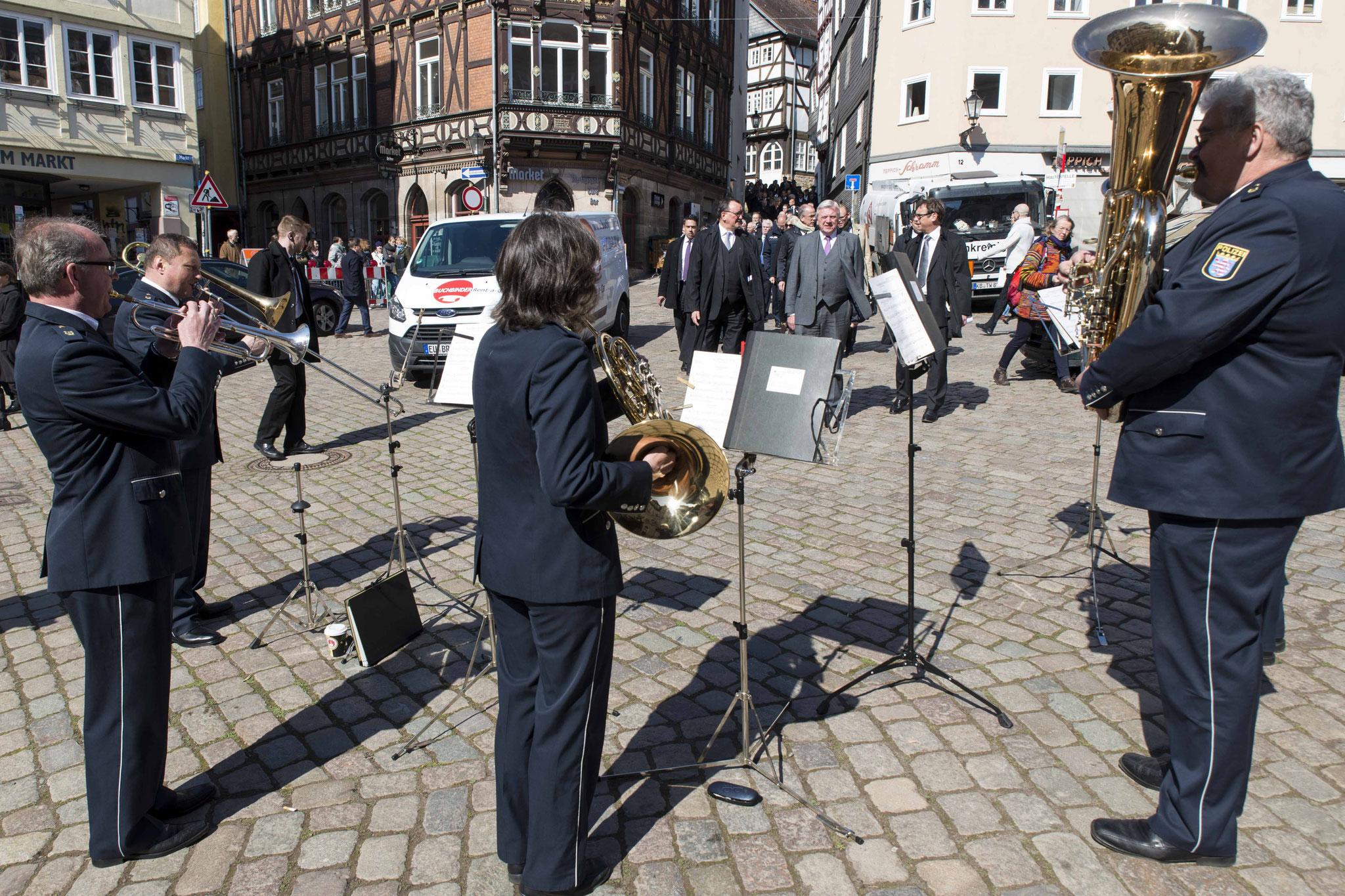 Empfang auf dem Rathausplatz durch das Bläseremsemble des Hessischen Polizeiorchesters