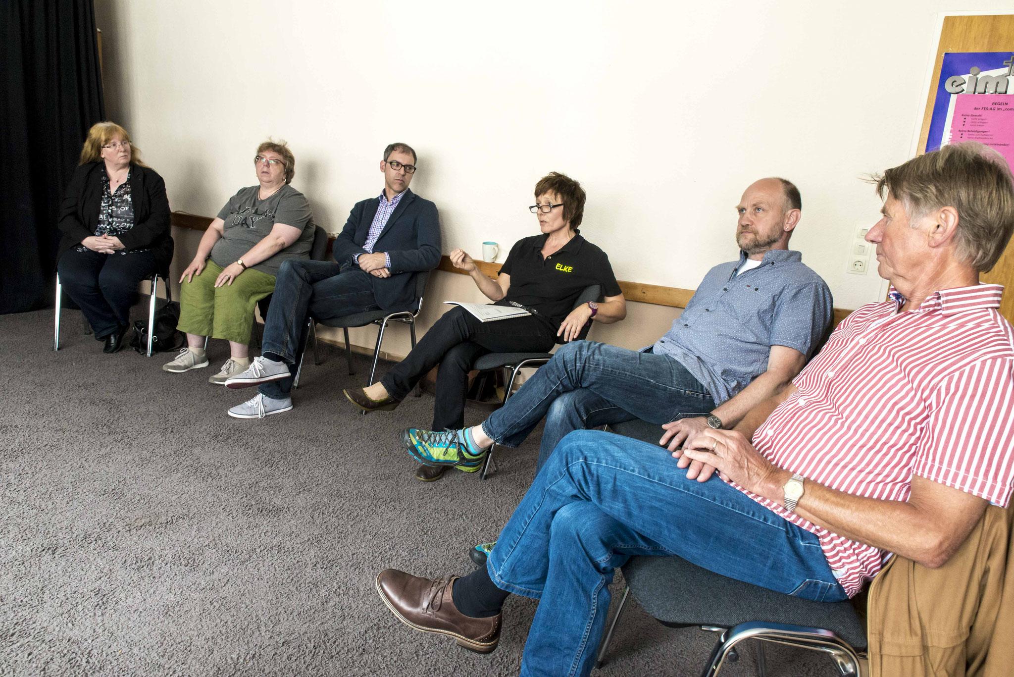 Gespräch mit Mitarbeitern und Mitgliedern des Jugendausschusses im Jugendhaus compass