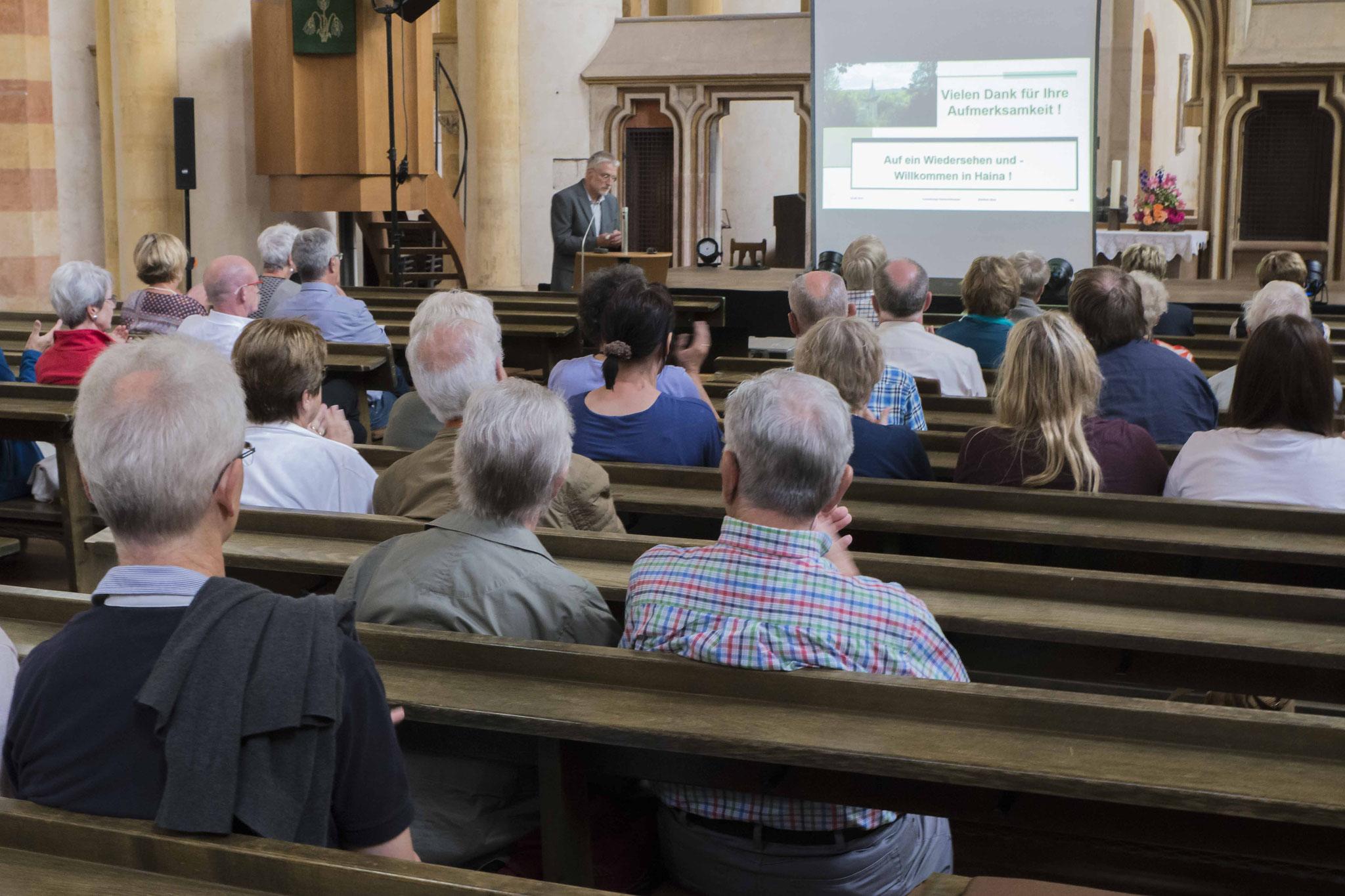 Manfred Albus in einem Vortrag über das Kloster Haina
