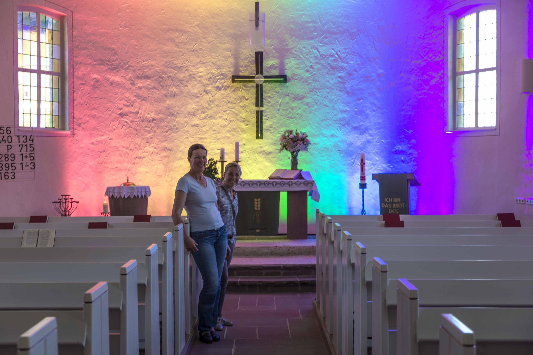 Die Rattlaer Kirchenvorsteherinnen Heike Schäfer und Tonja Hochmanski